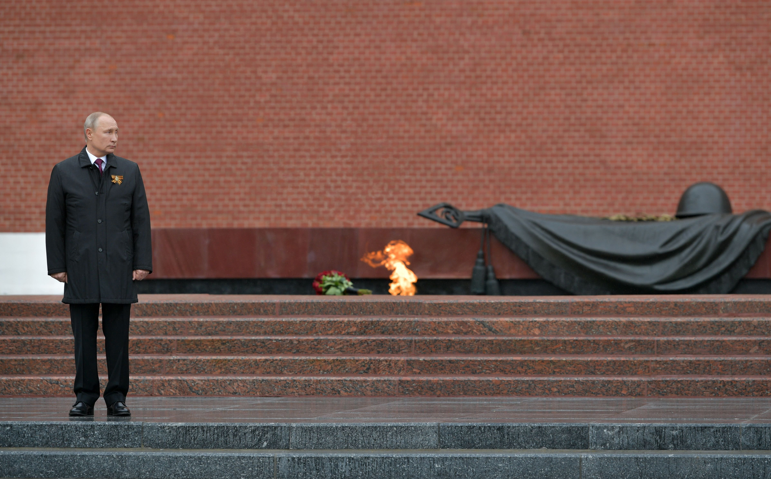 With Parade Postponed And Coronavirus Cases Rocketing Putin Pays A Somber Tribute To Wwii Dead