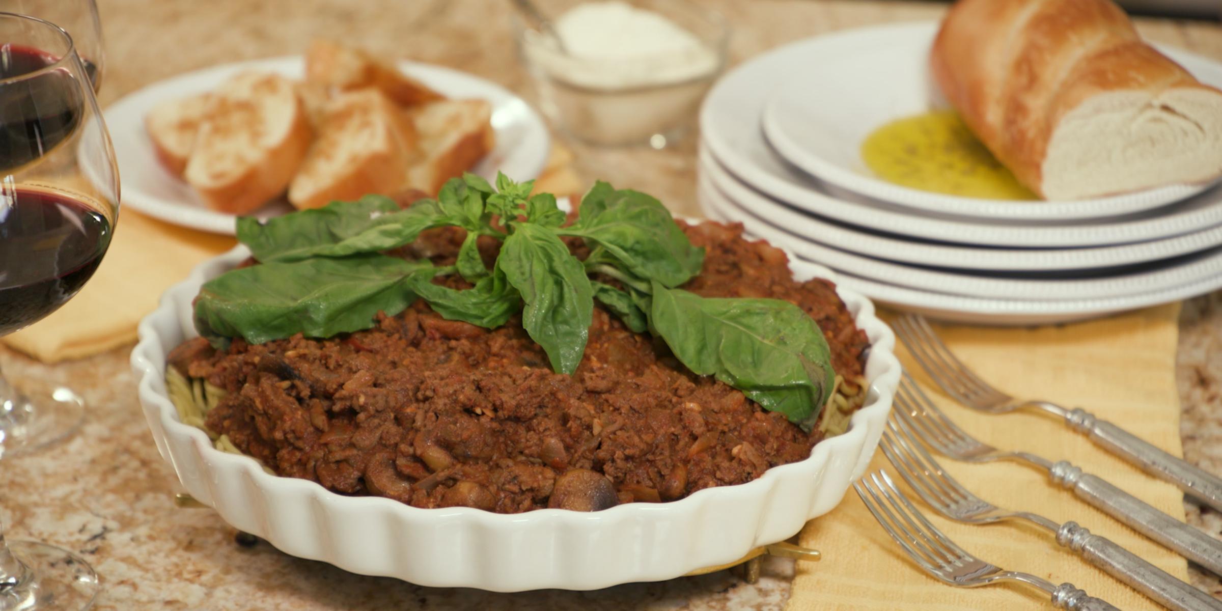 Make and freeze dinner easily with Sandra Lee's savory spaghetti sauce