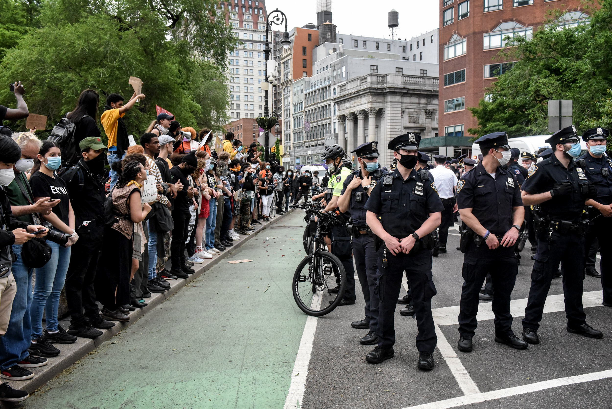 National Labor Groups Mostly Close Ranks To Defend Police Unions