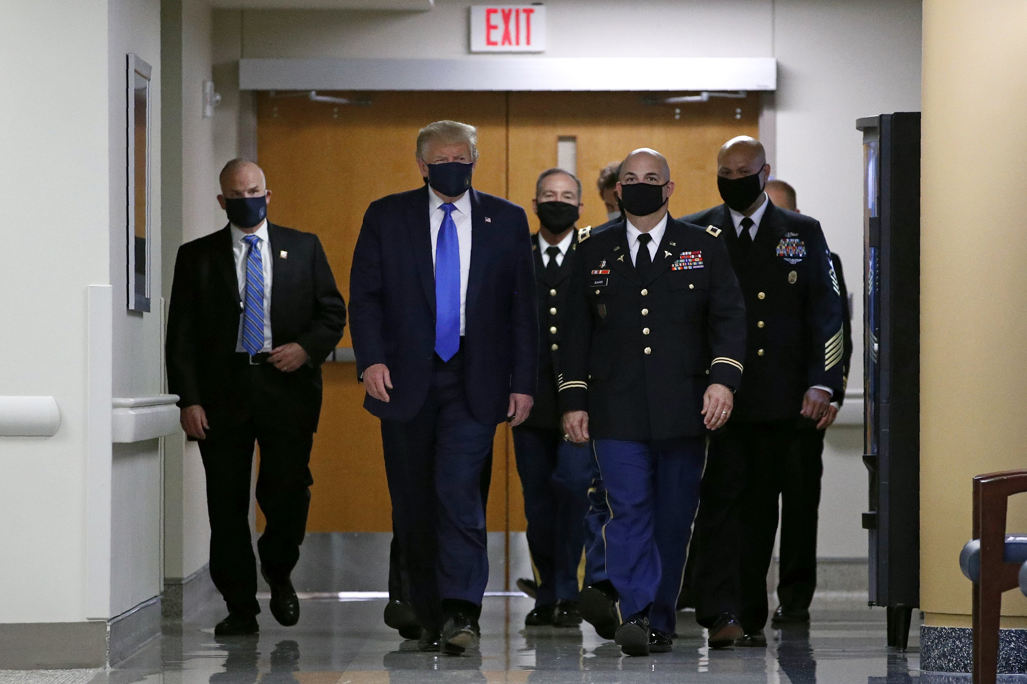 Trump wears mask in public setting for the first time during visit ...