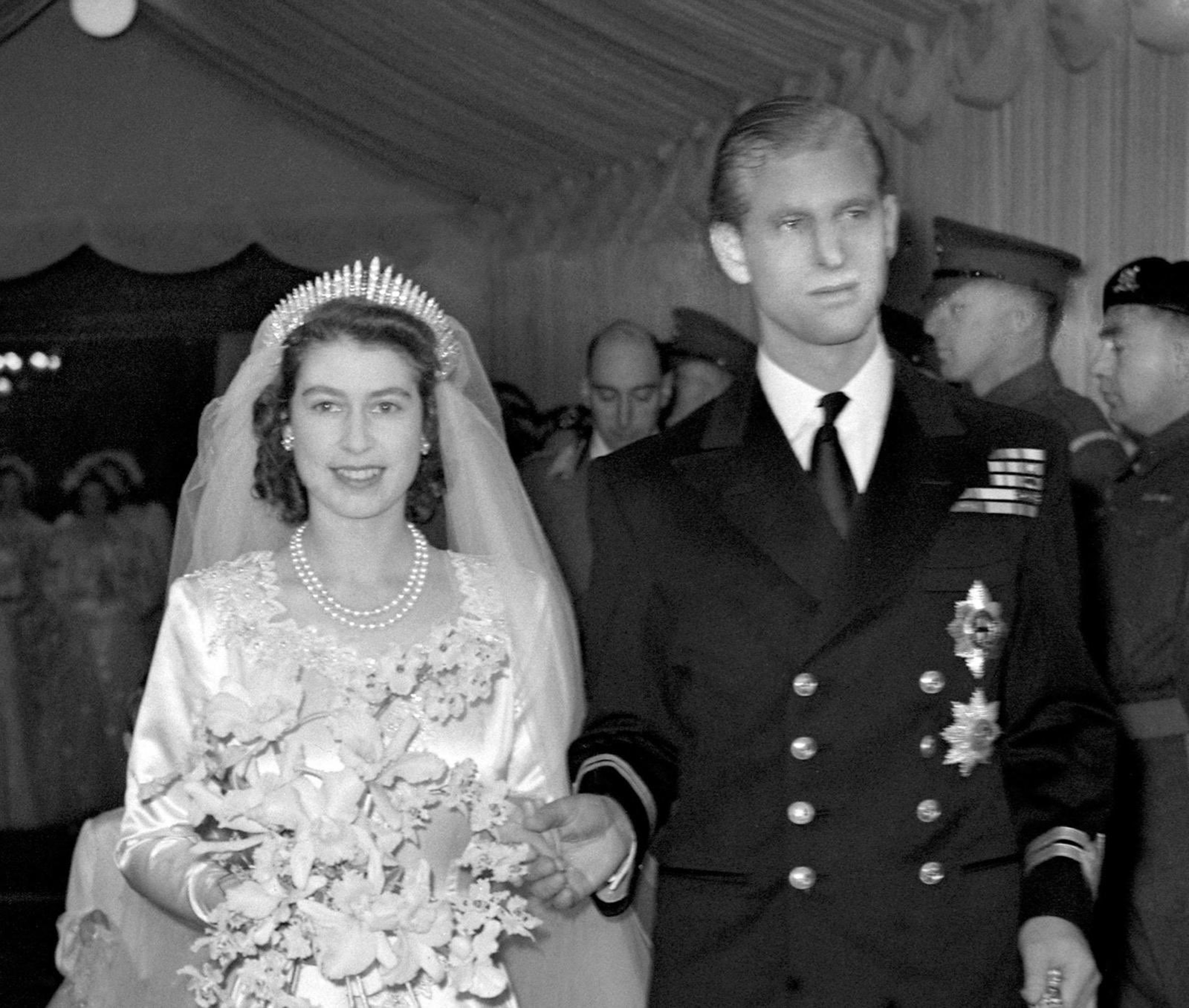 Princess Beatrice Queen Elizabeth Ii Wear Same Wedding Tiara