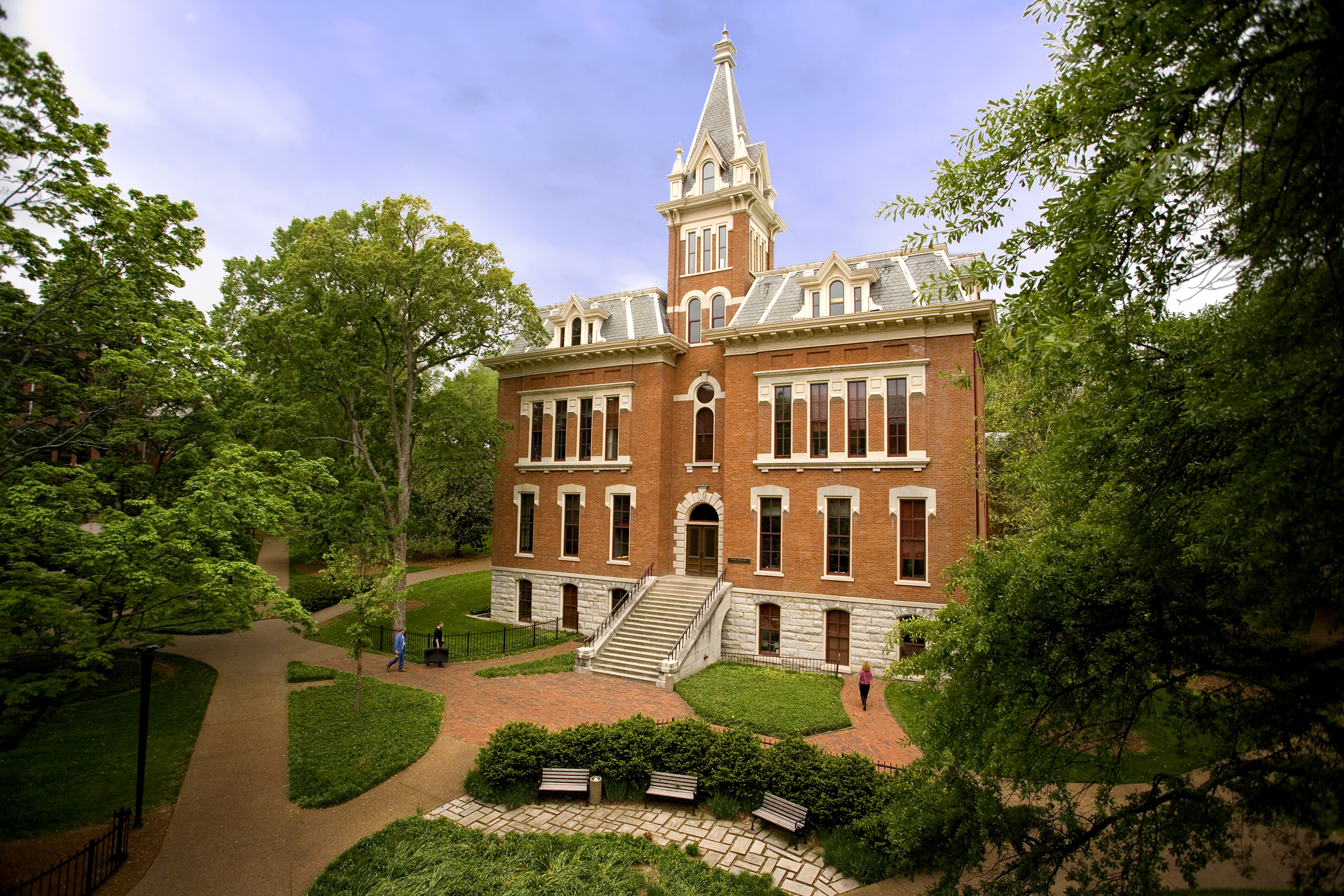 Students-at-Vanderbilt-leave-fraternities-and-sororities,-alleging-racism-and-insensitivity
