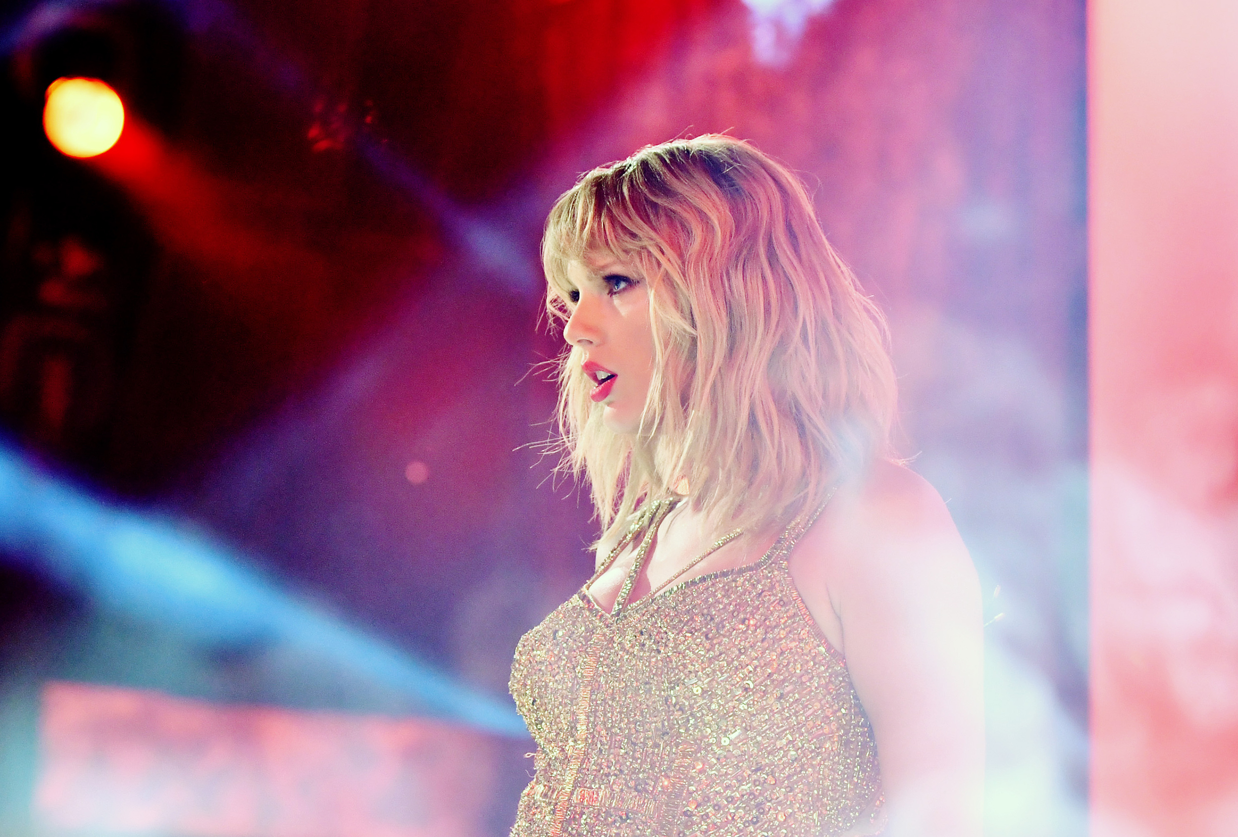 Taylor Swift Donates Thousands To Uk Student S University Fund