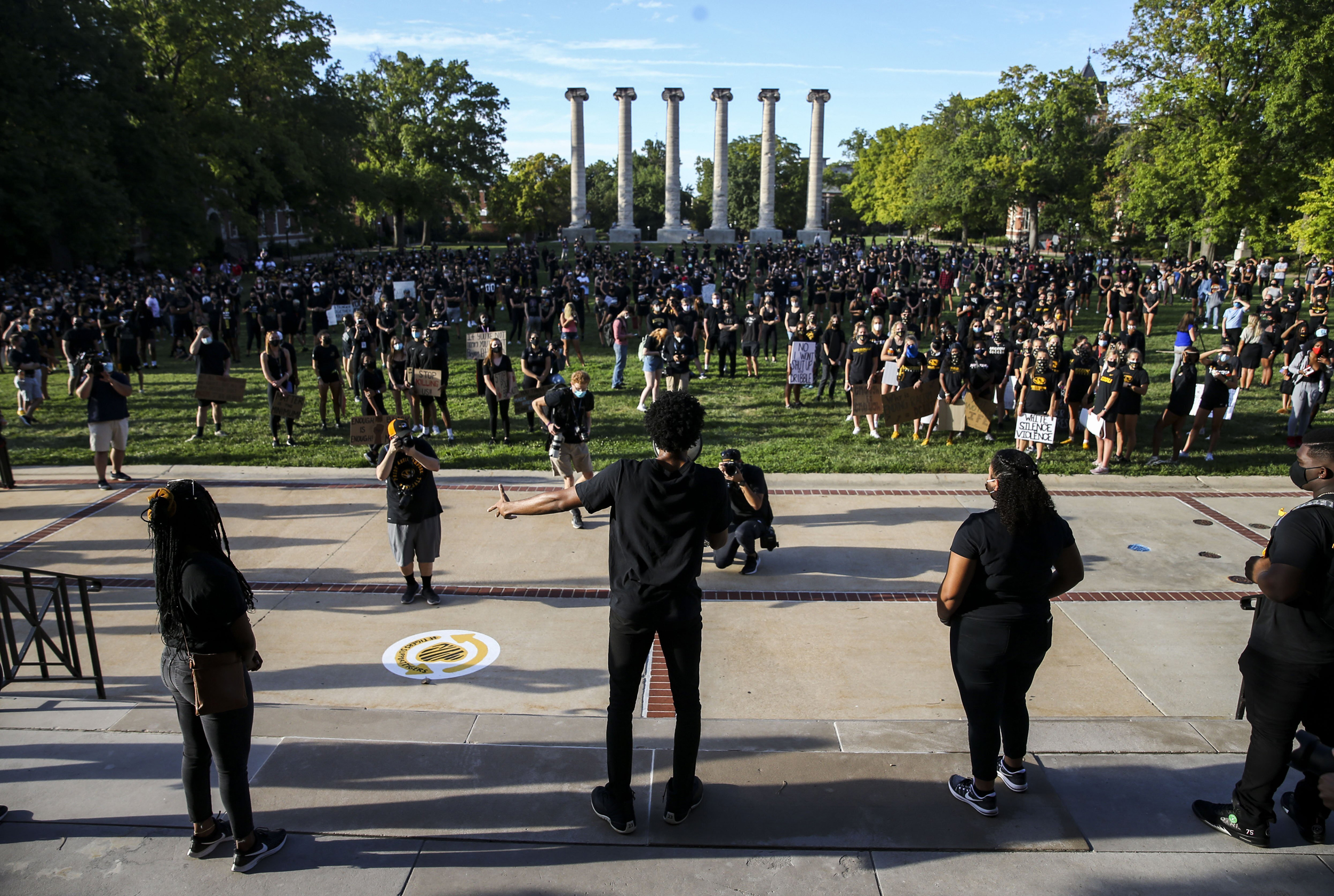 Mizzou-president-unblocks-students-on-Twitter-after-backlash-and-lawsuit-threat