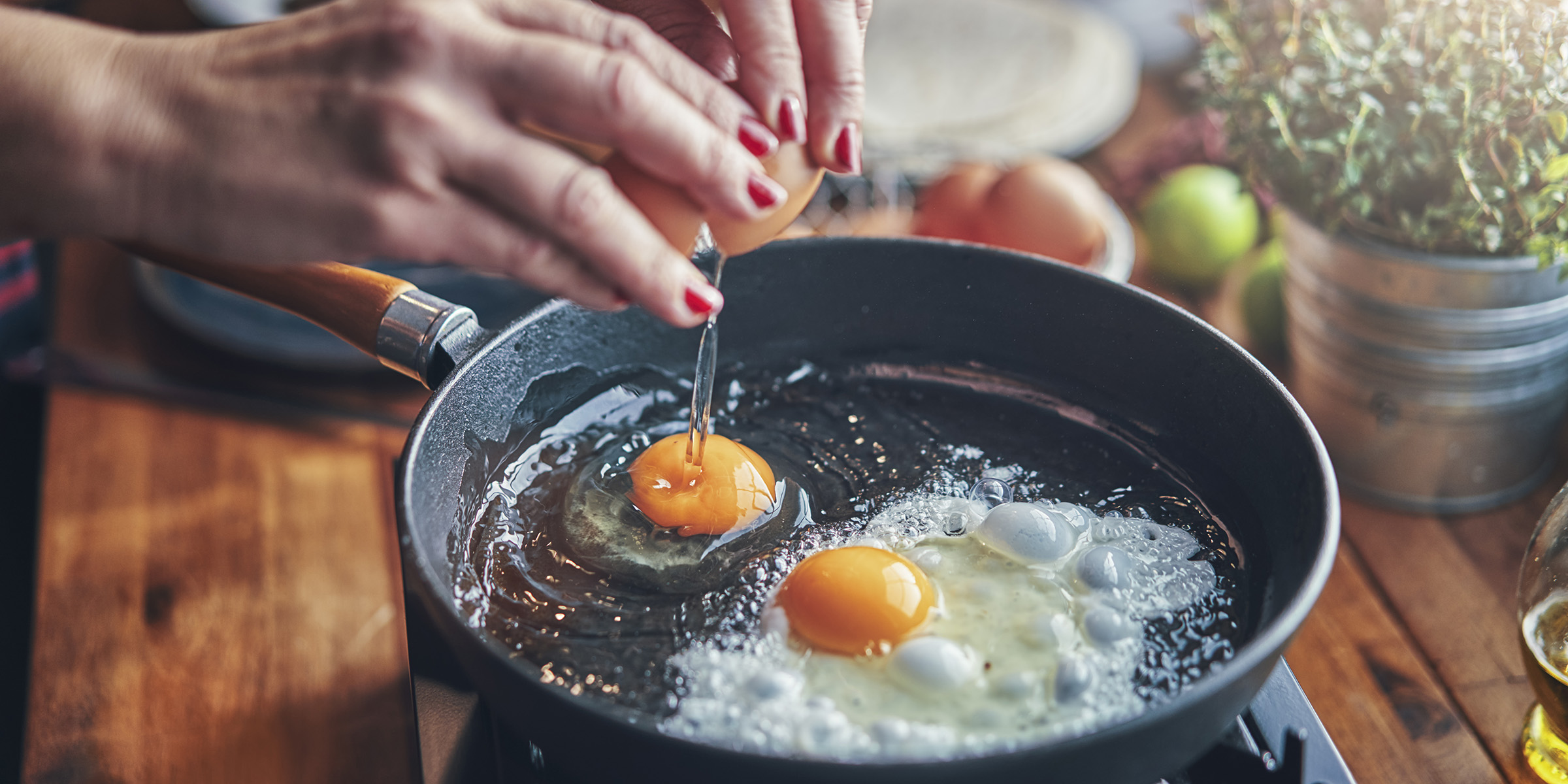 Viral 'envelope' technique is the neatest way to make eggs