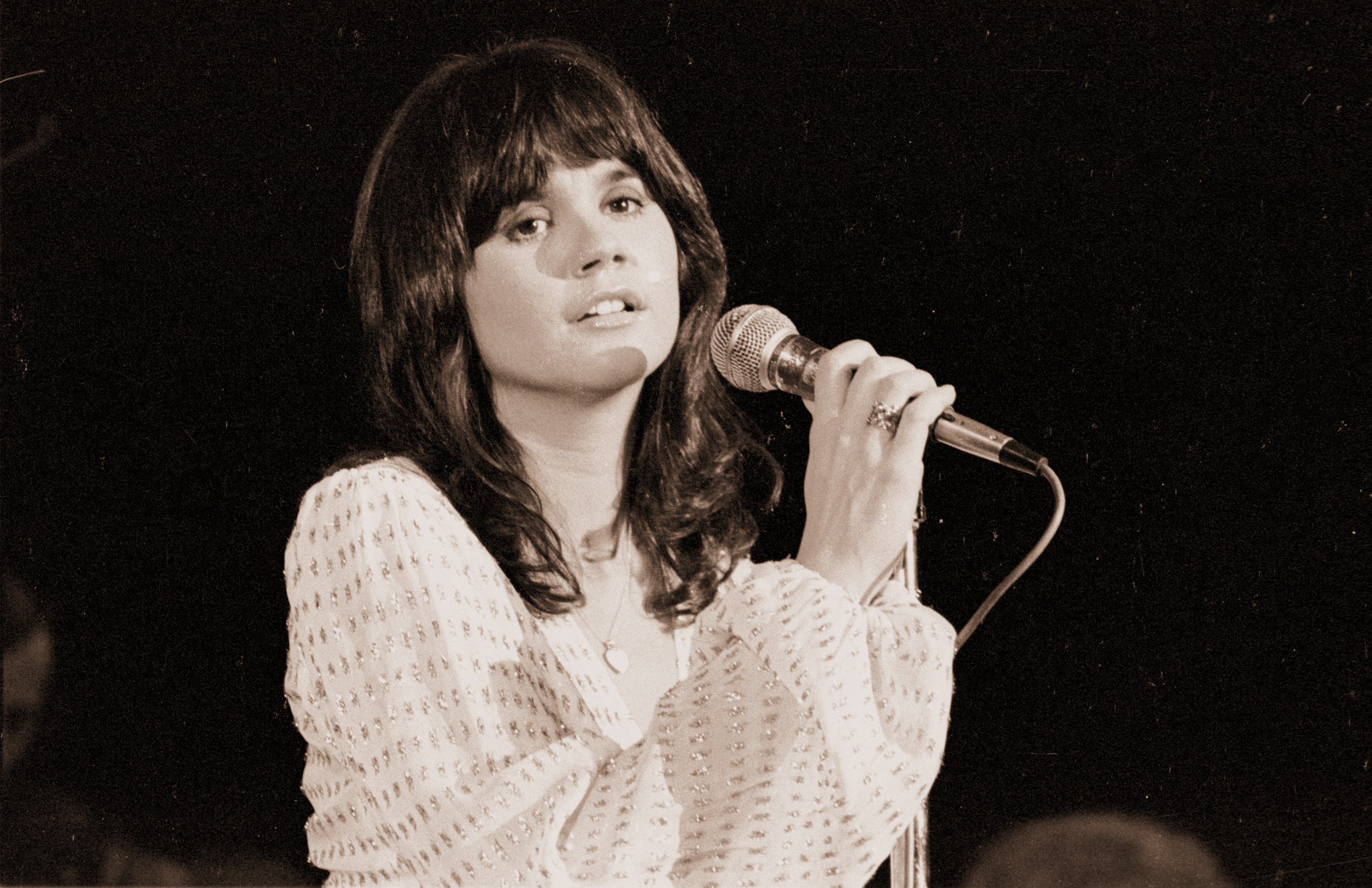 Music Legend Linda Ronstadt Honors Her Mexican Roots And Has A Lot To Say About Our Politics