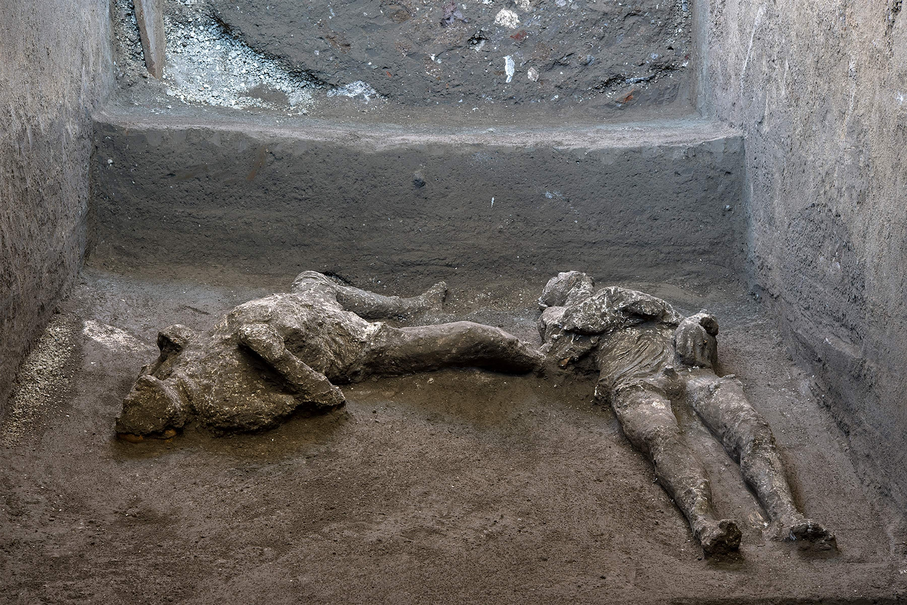 Remains-of-man-and-his-slave-discovered-in-Pompeii