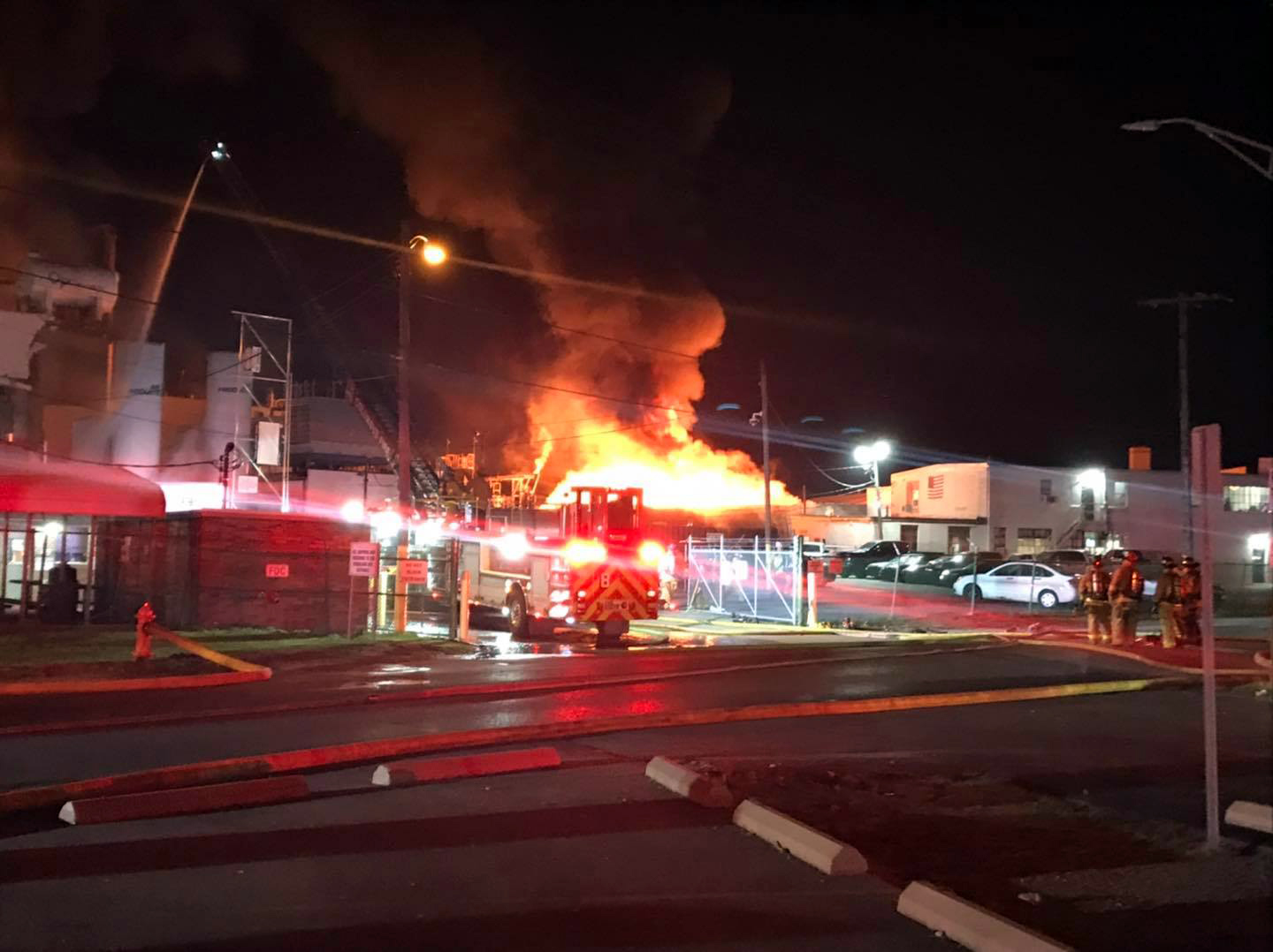 Eight-hurt,-one-missing-after-explosion,-fire-at-Ohio-paint-plant