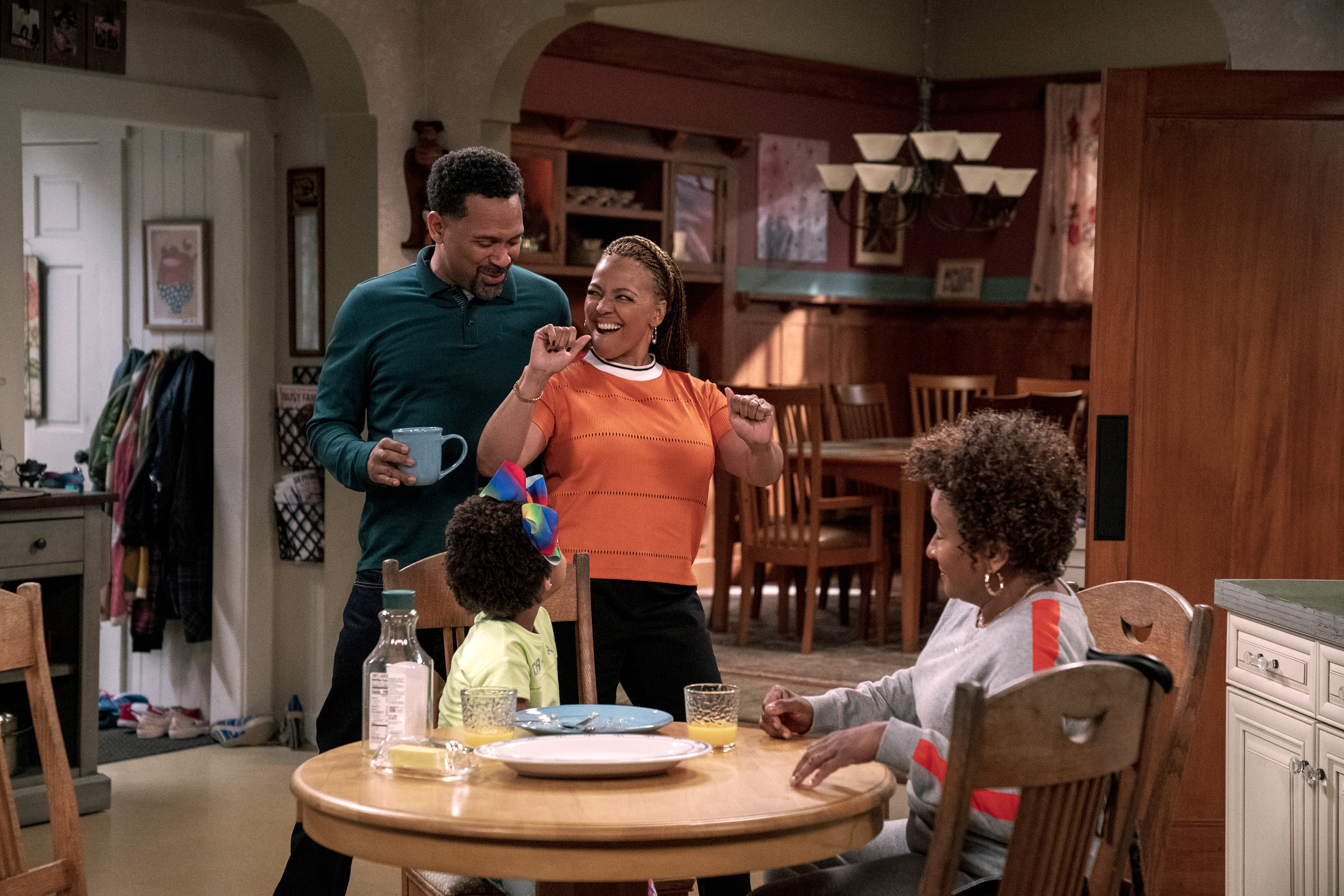 Netflix S The Upshaws Rejects The Outdated Respectability Politics Of Modern Black Sitcoms