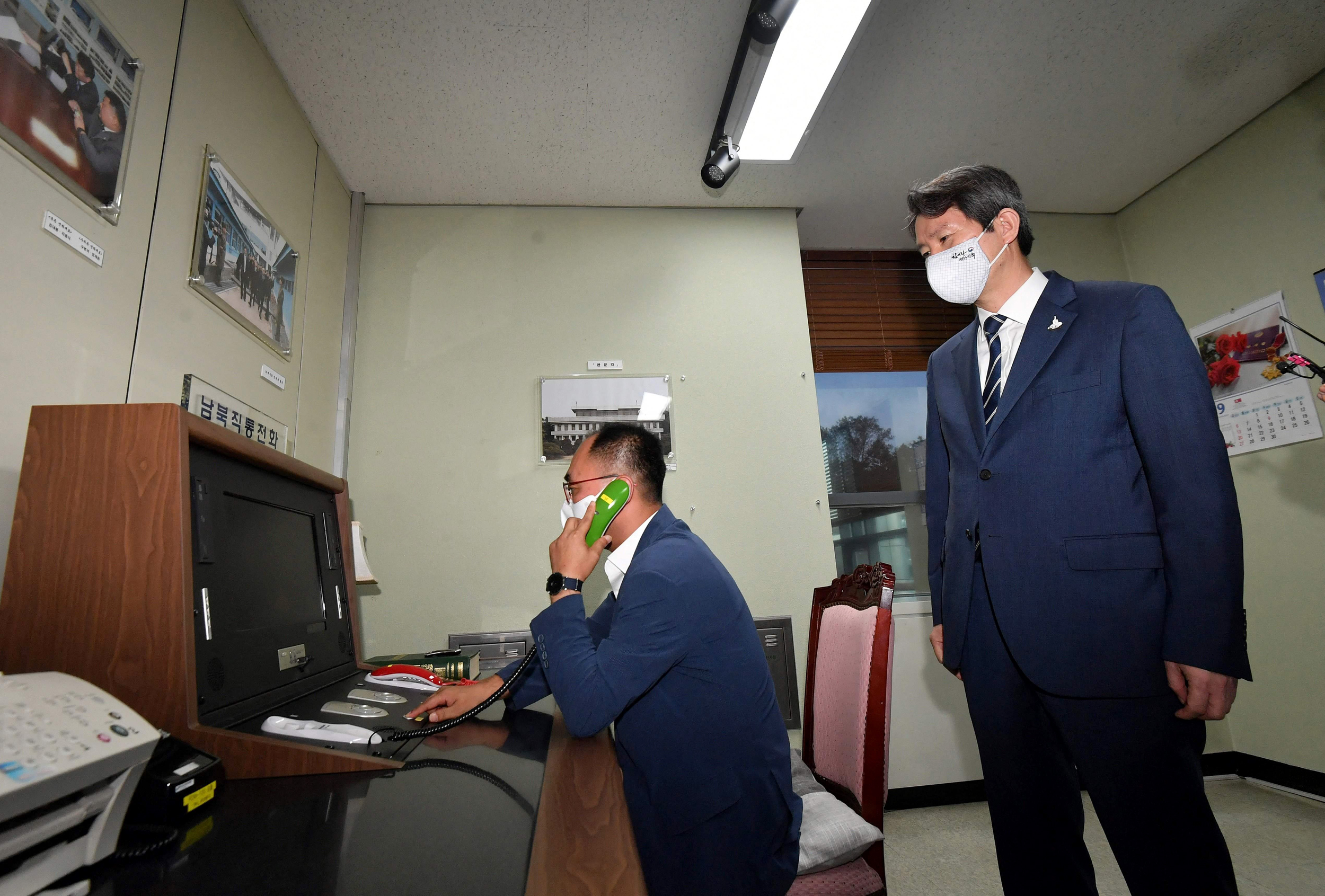 The two Koreas restore communication channels, agree to improve ties
