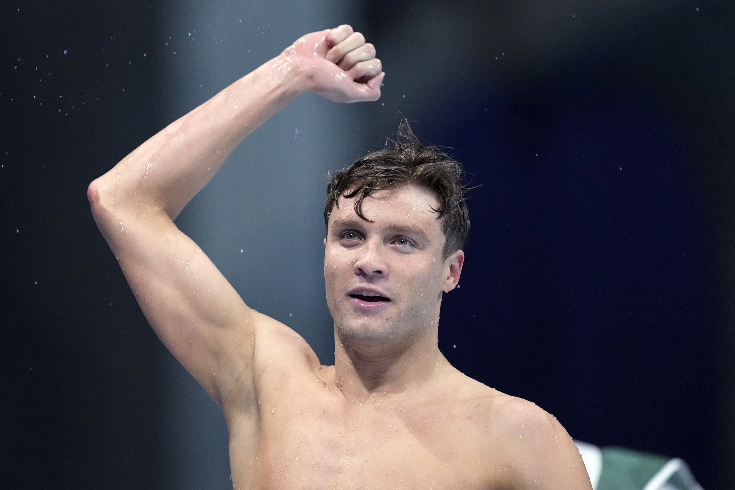 U.S. swimmer Bobby Finke comes from behind to win Olympic gold in 800-meter free