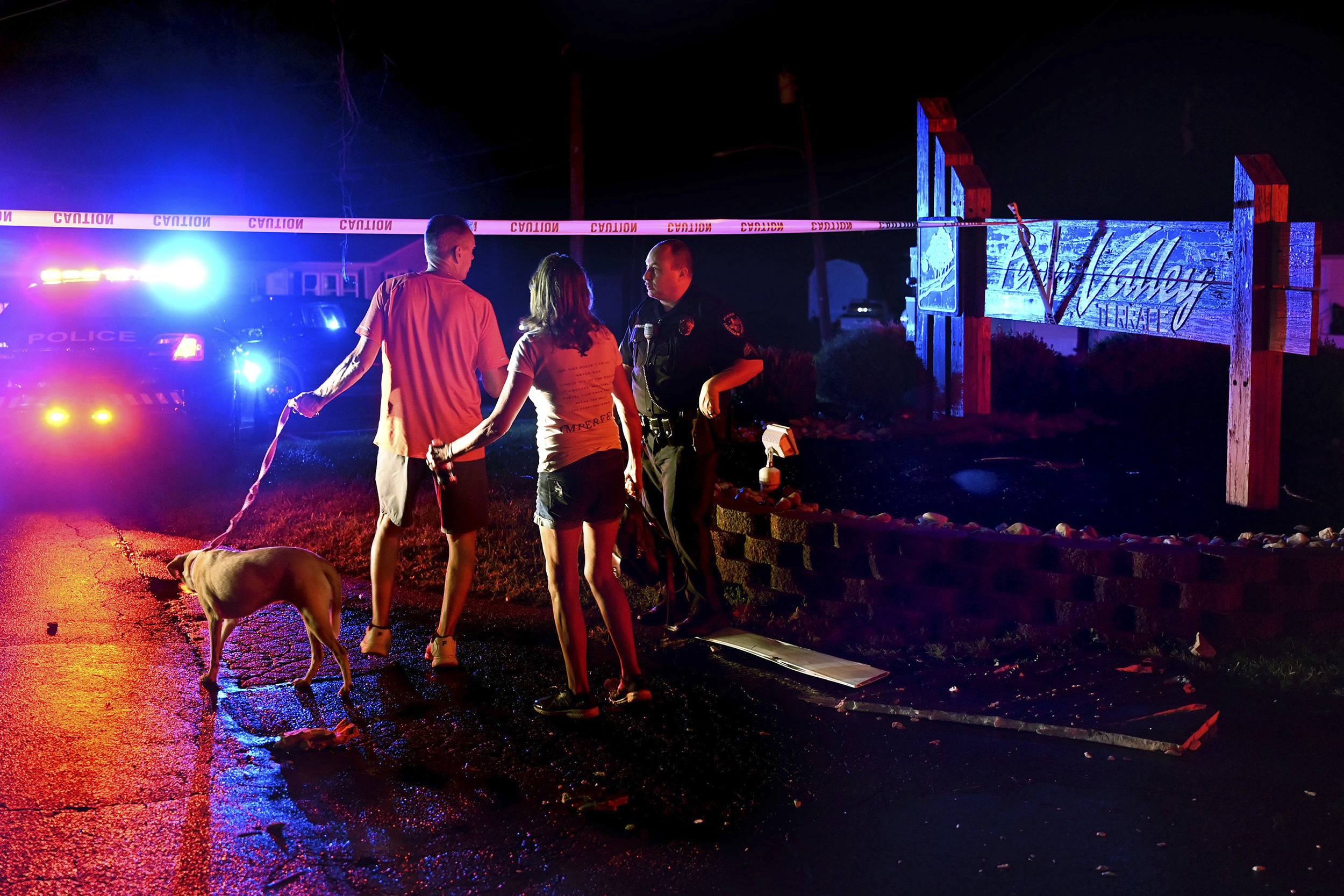 Five hurt in Philadelphia-area tornado