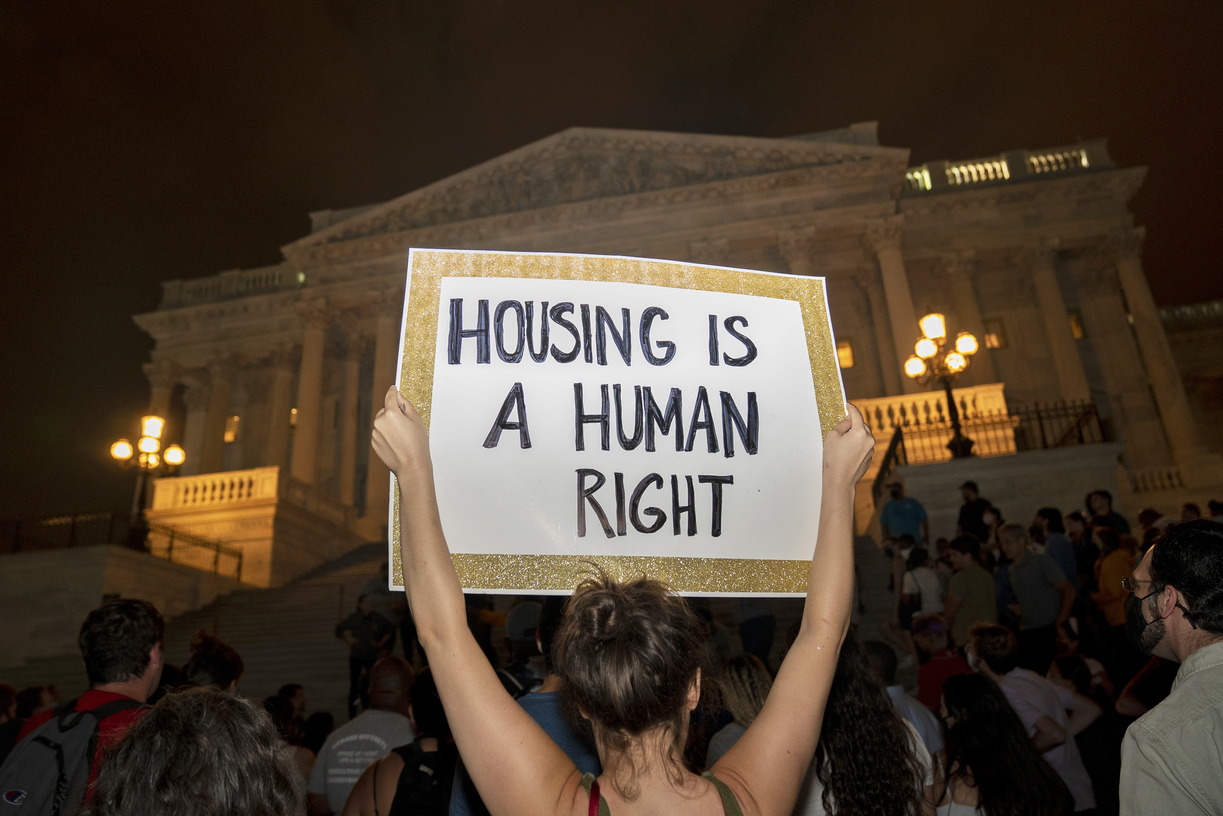 Top lawmakers call on Biden administration to extend eviction moratorium