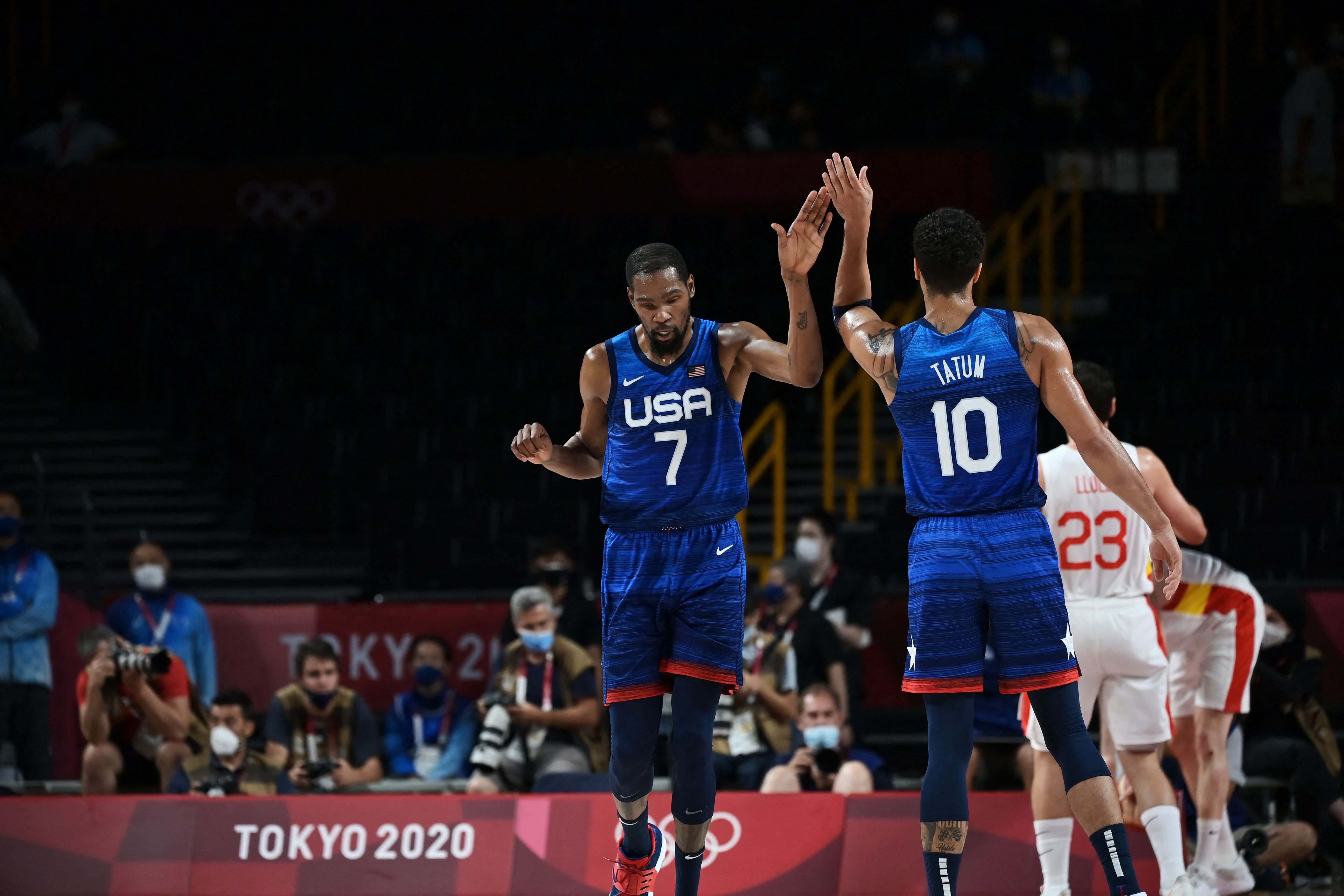 U.S. men overcome slow start, beat Spain to advance to basketball semifinals