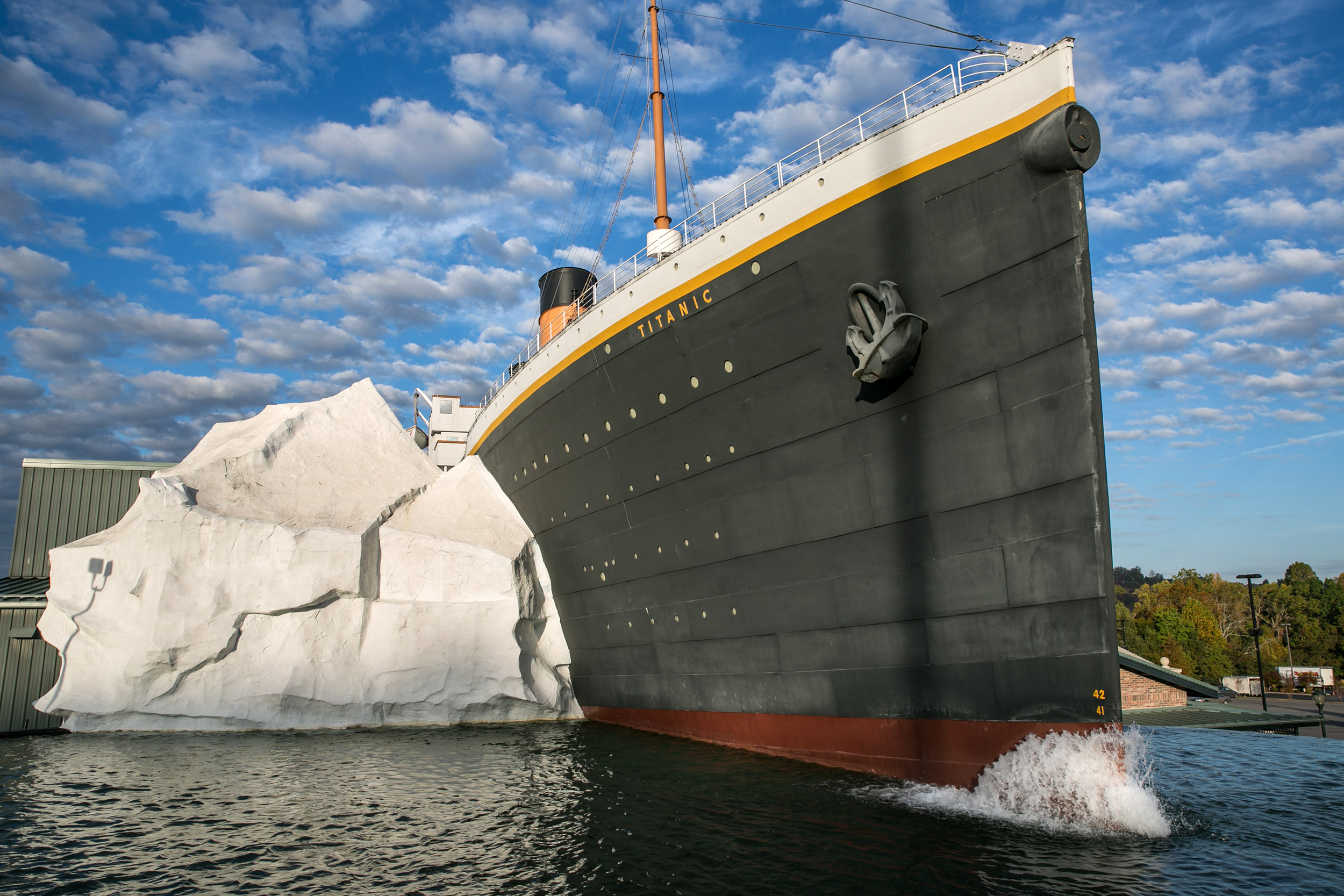Titanic Museum ice wall collapse injures three in Tennessee