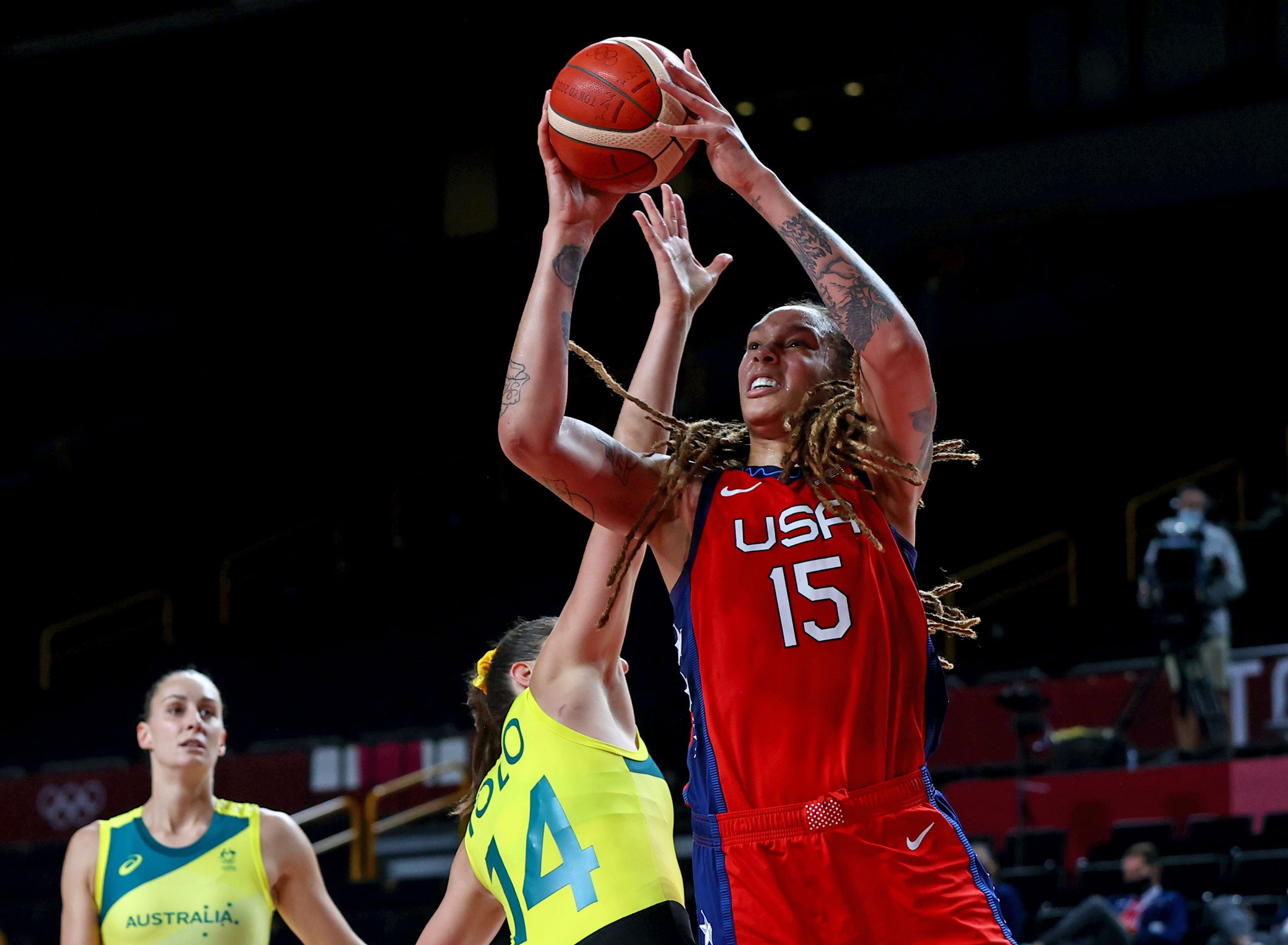 U.S. women's basketball routs Australia, advances to semifinals