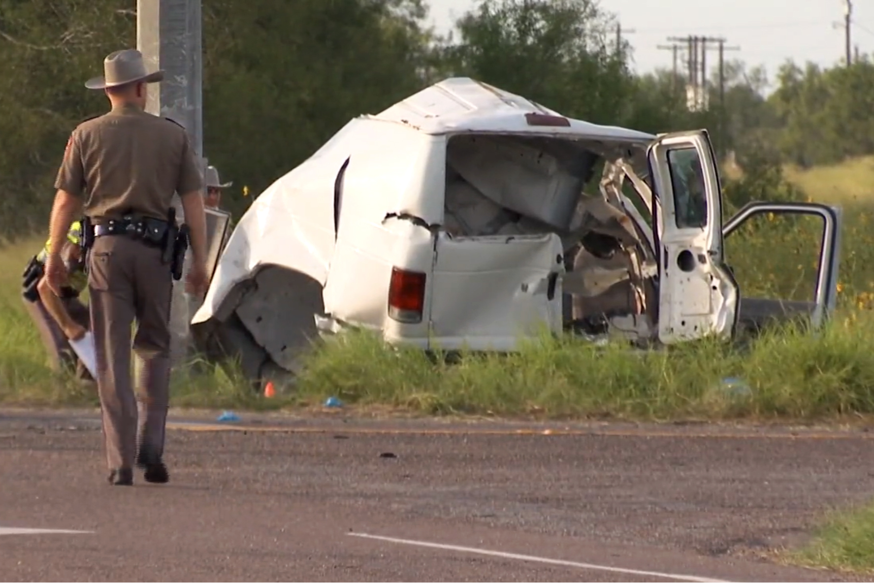 10 killed when packed van crashes in South Texas