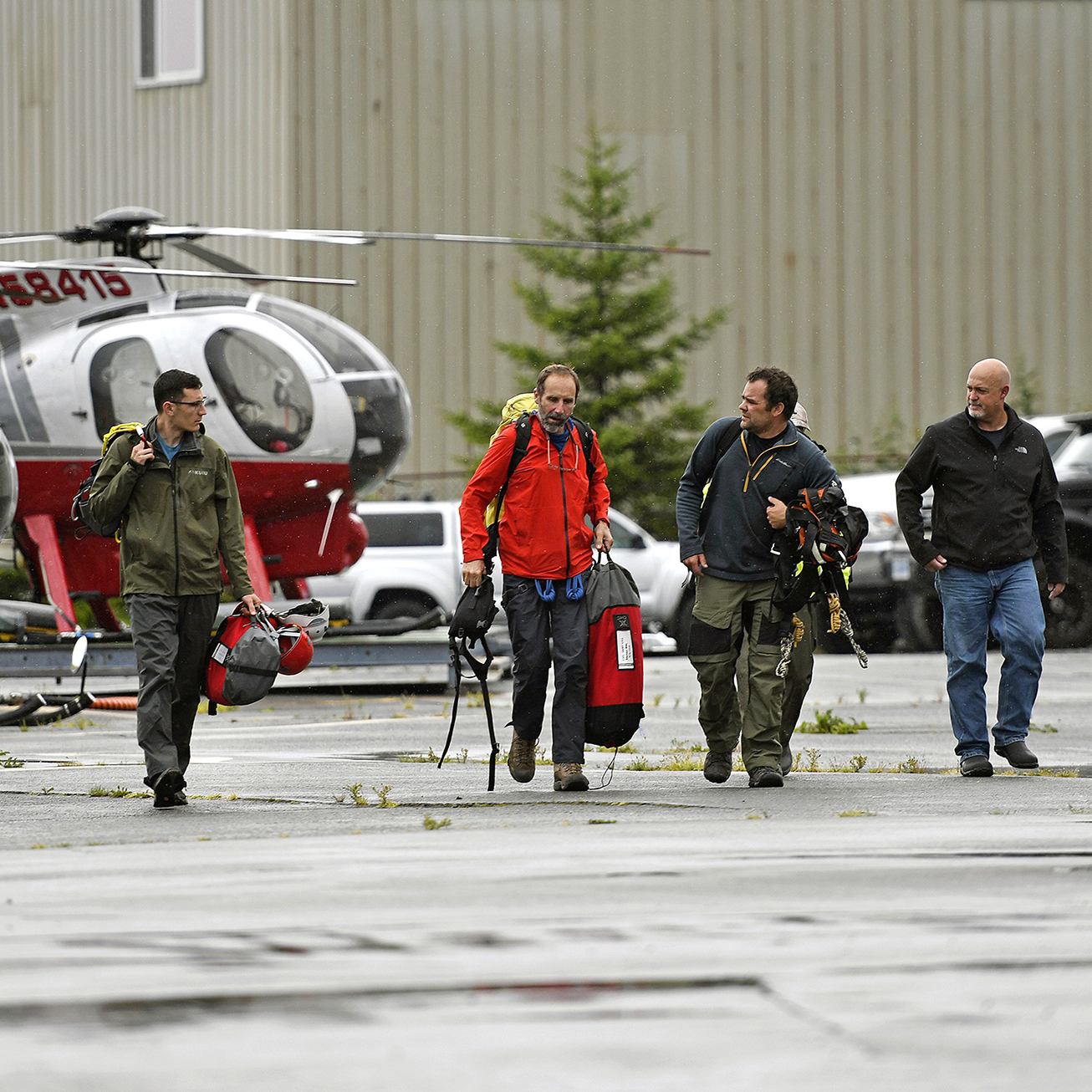 6 dead after sightseeing plane in Alaska crashes