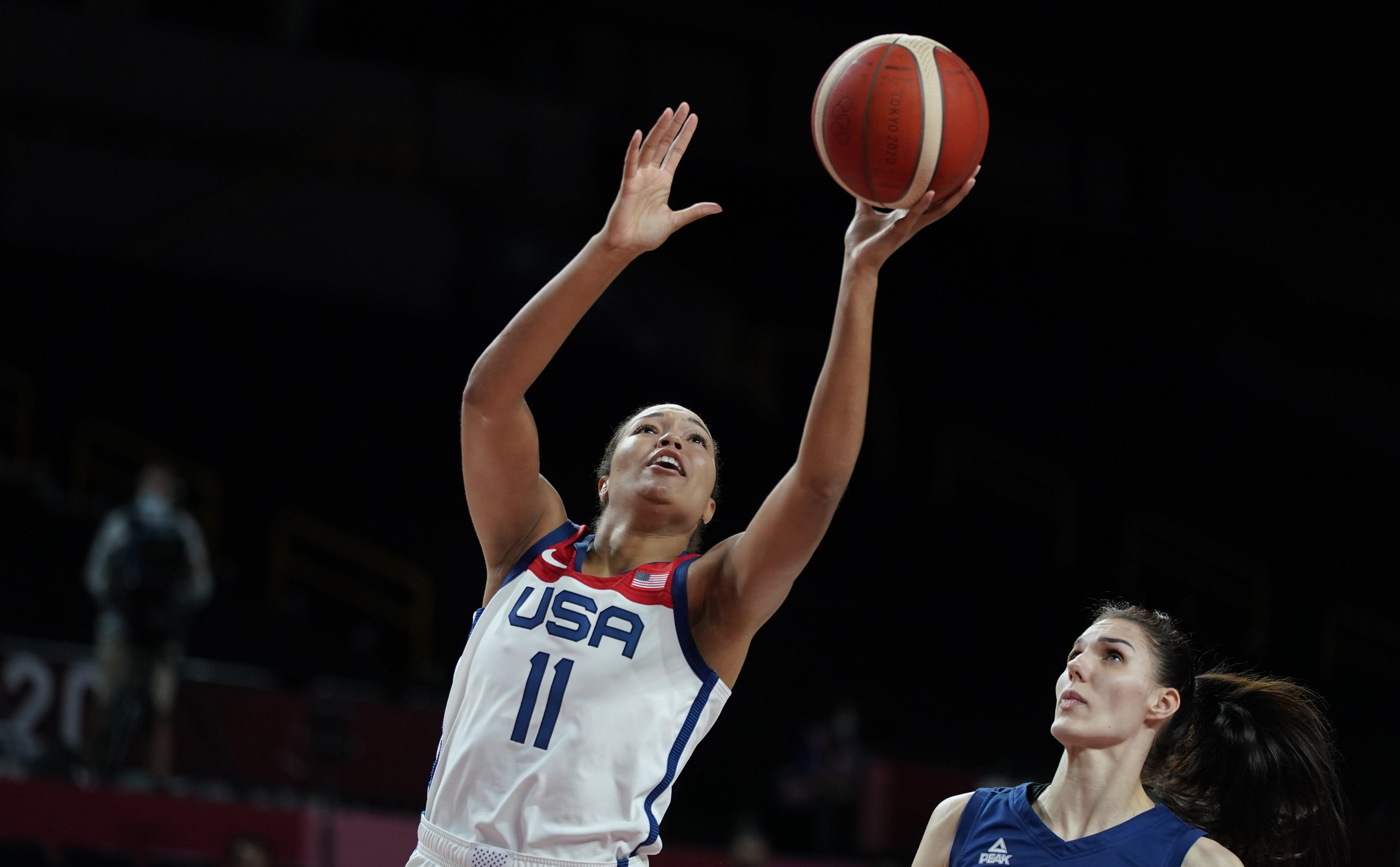 U.S. women's basketball team shuts down Serbia, advances to gold medal game