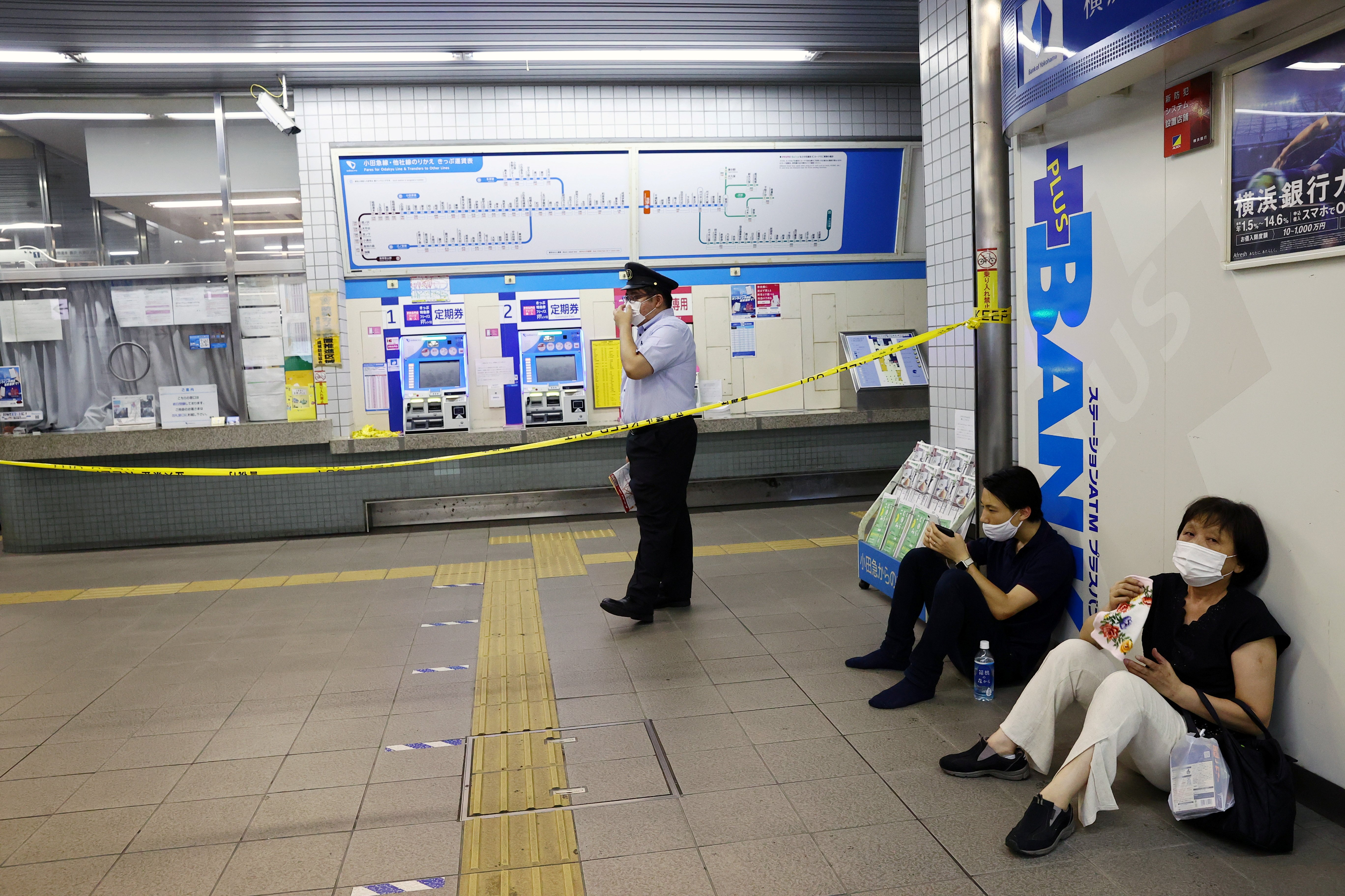 Man arrested after injuring 10 with knife on Tokyo train