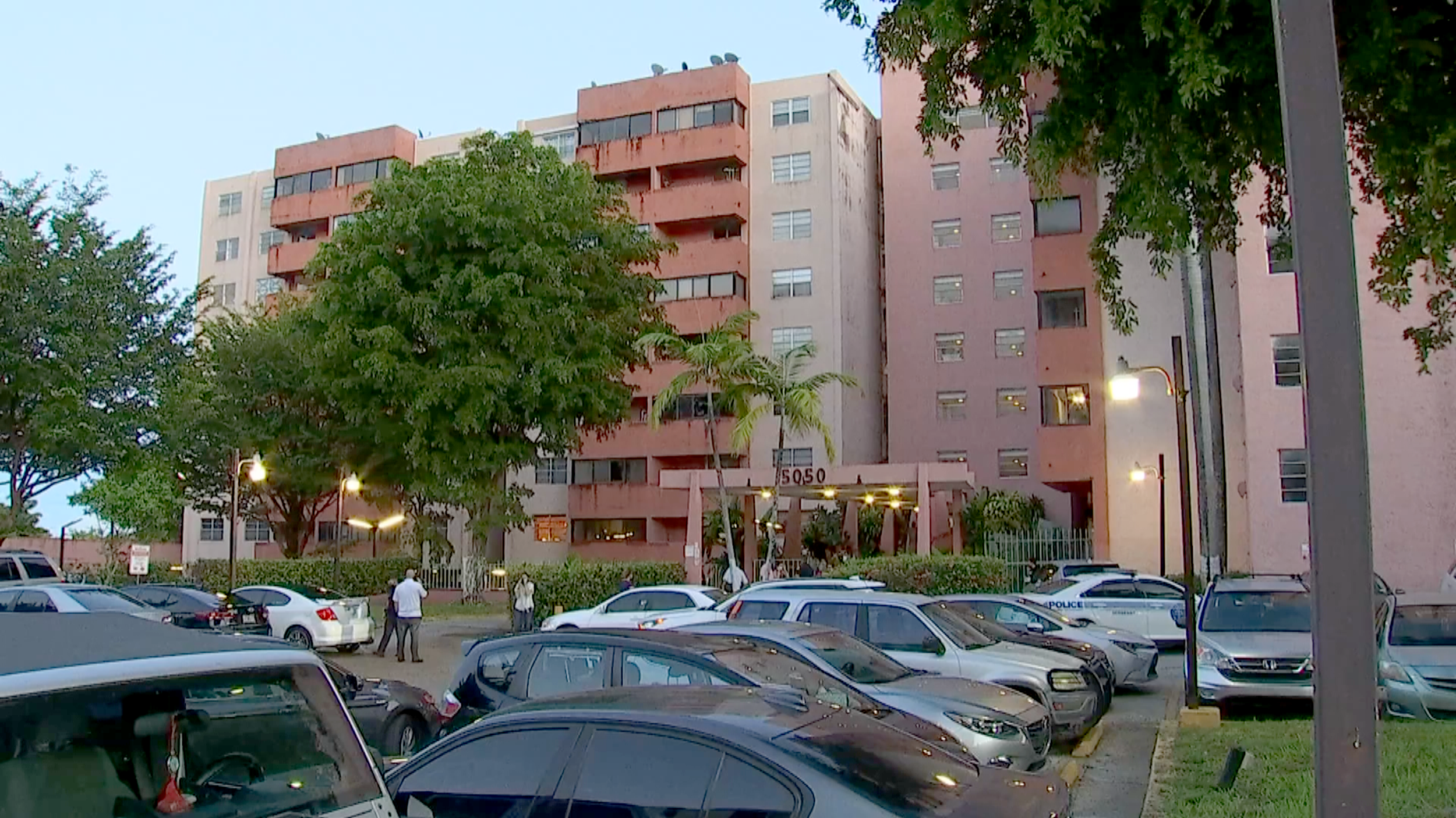 Hundreds of residents told to evacuate after Miami condo building deemed unsafe