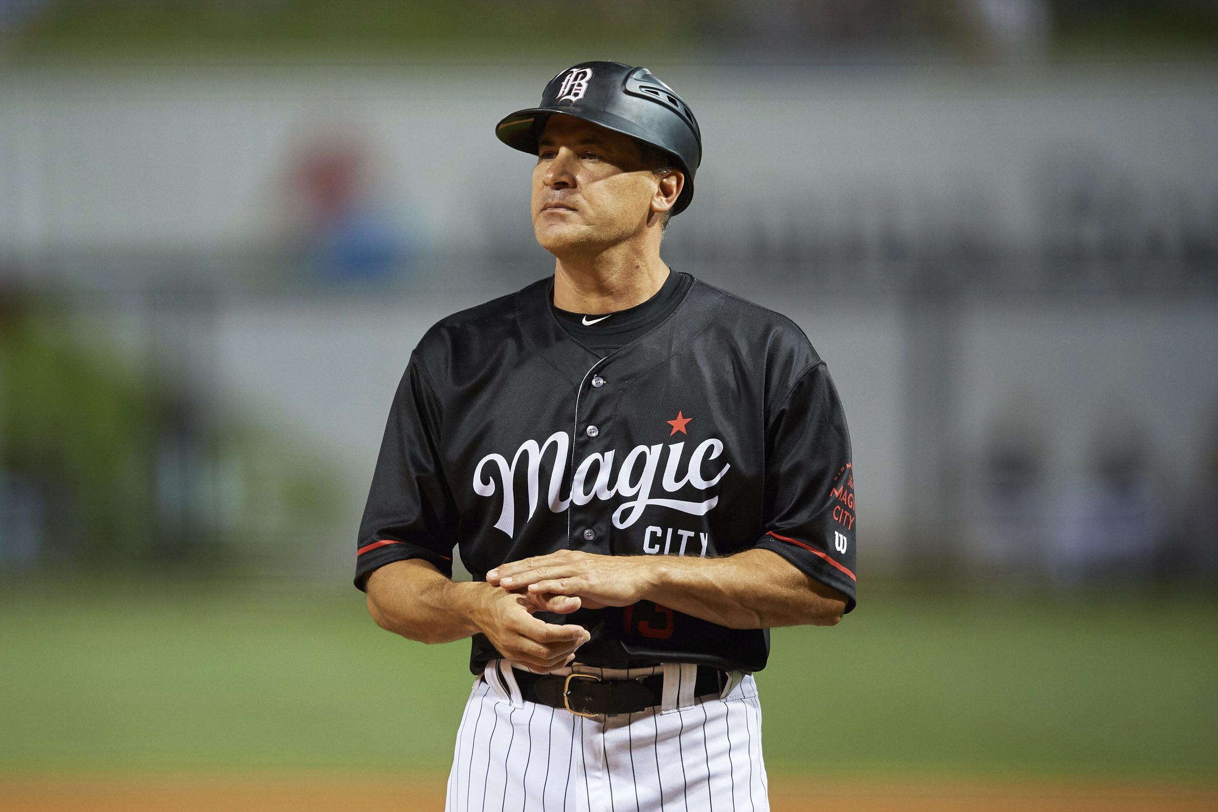Former MLB star Omar Vizquel accused of sexually harassing batboy