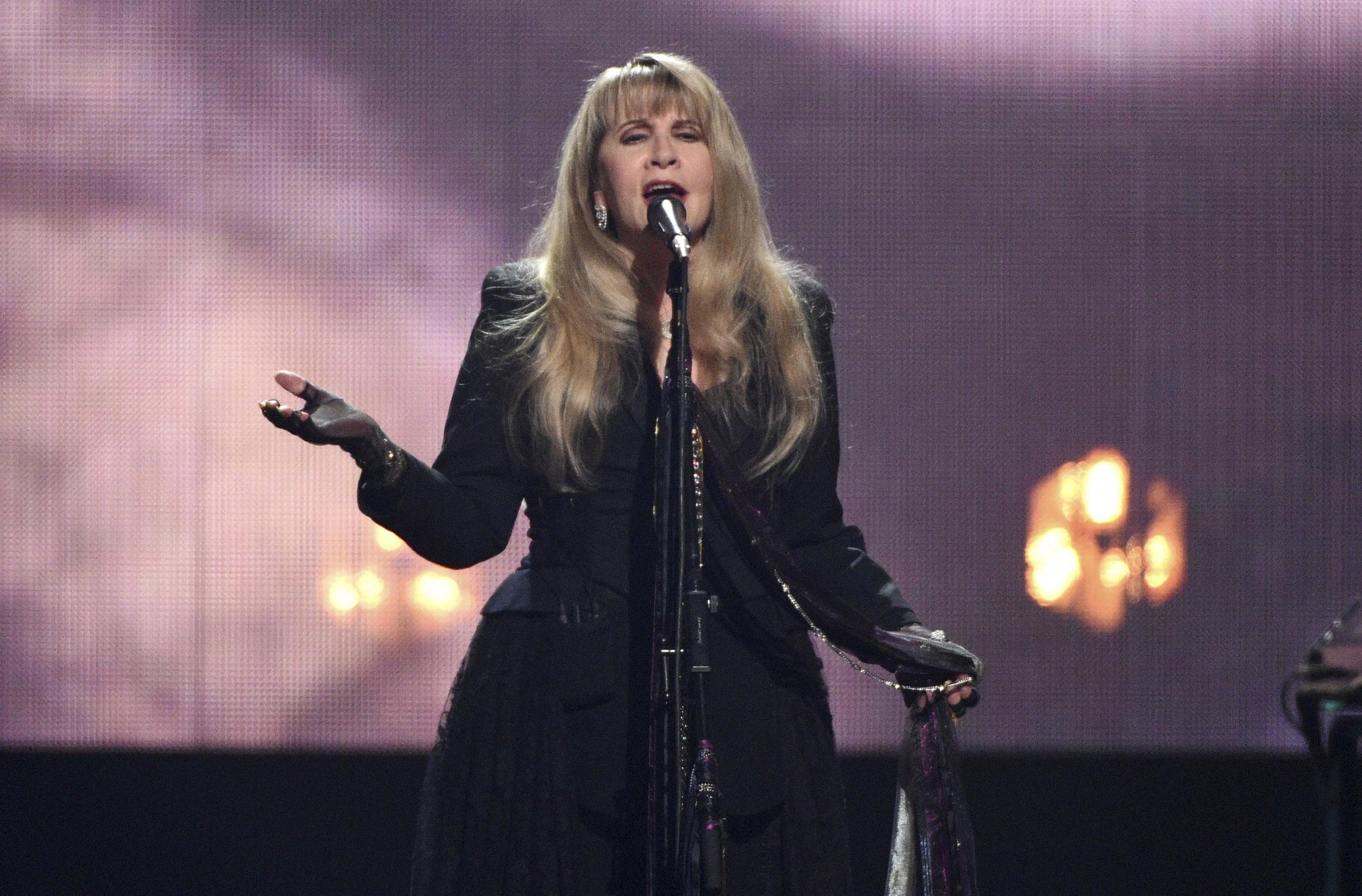 Stevie Nicks cancels all 2021 performances over coronavirus