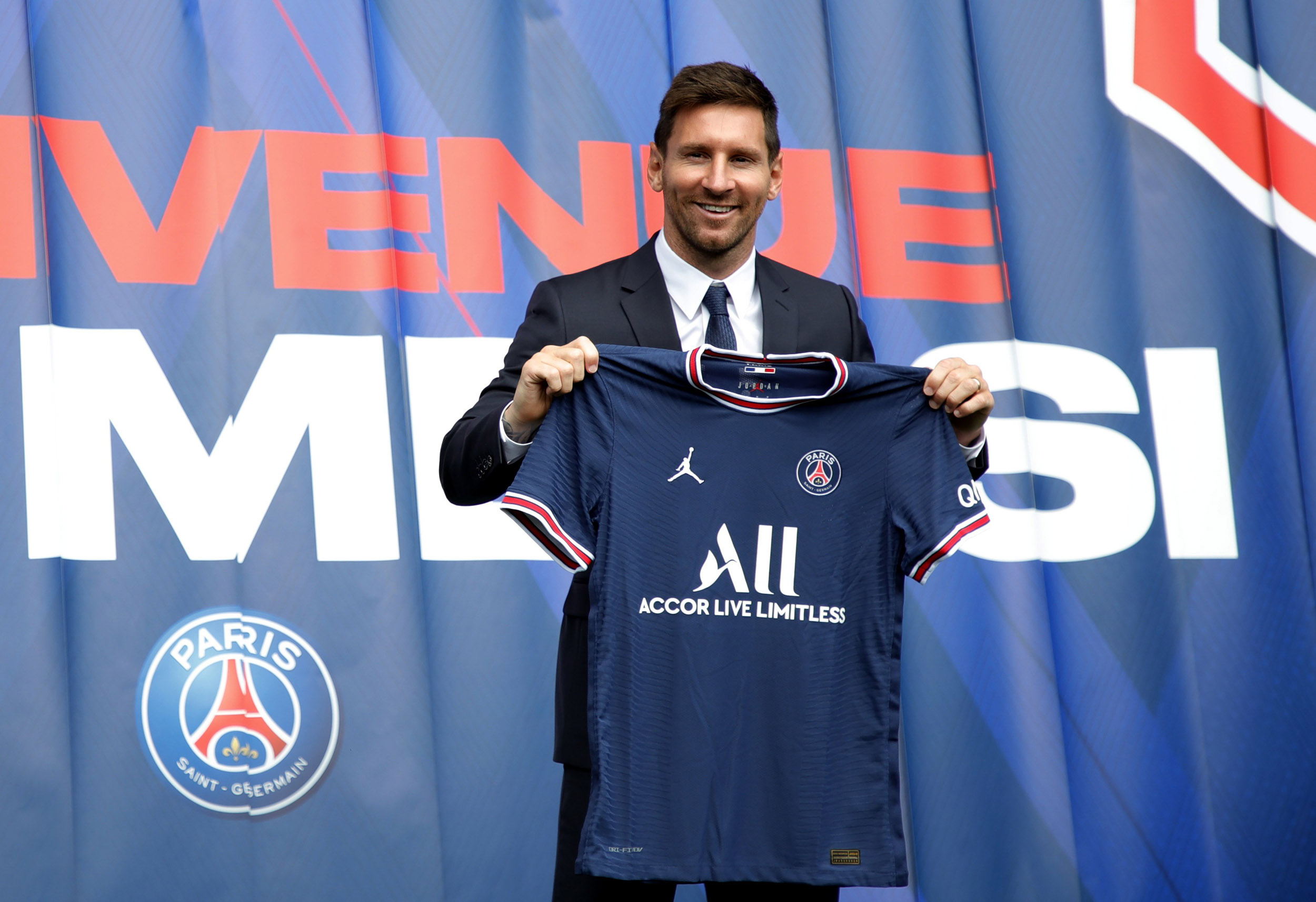 Soccer icon Messi signs with French giants PSG after shock Barcelona exit