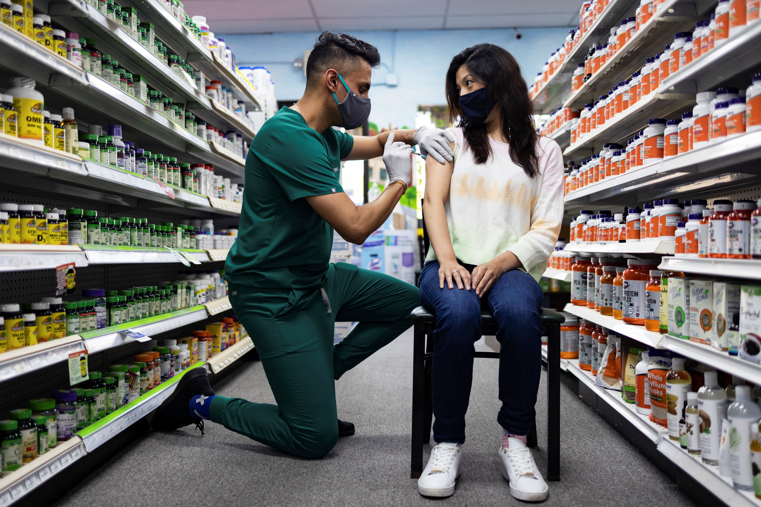 Experts call U.S. plan for booster shots 'immoral,' 'unconscionable' amid global inequity