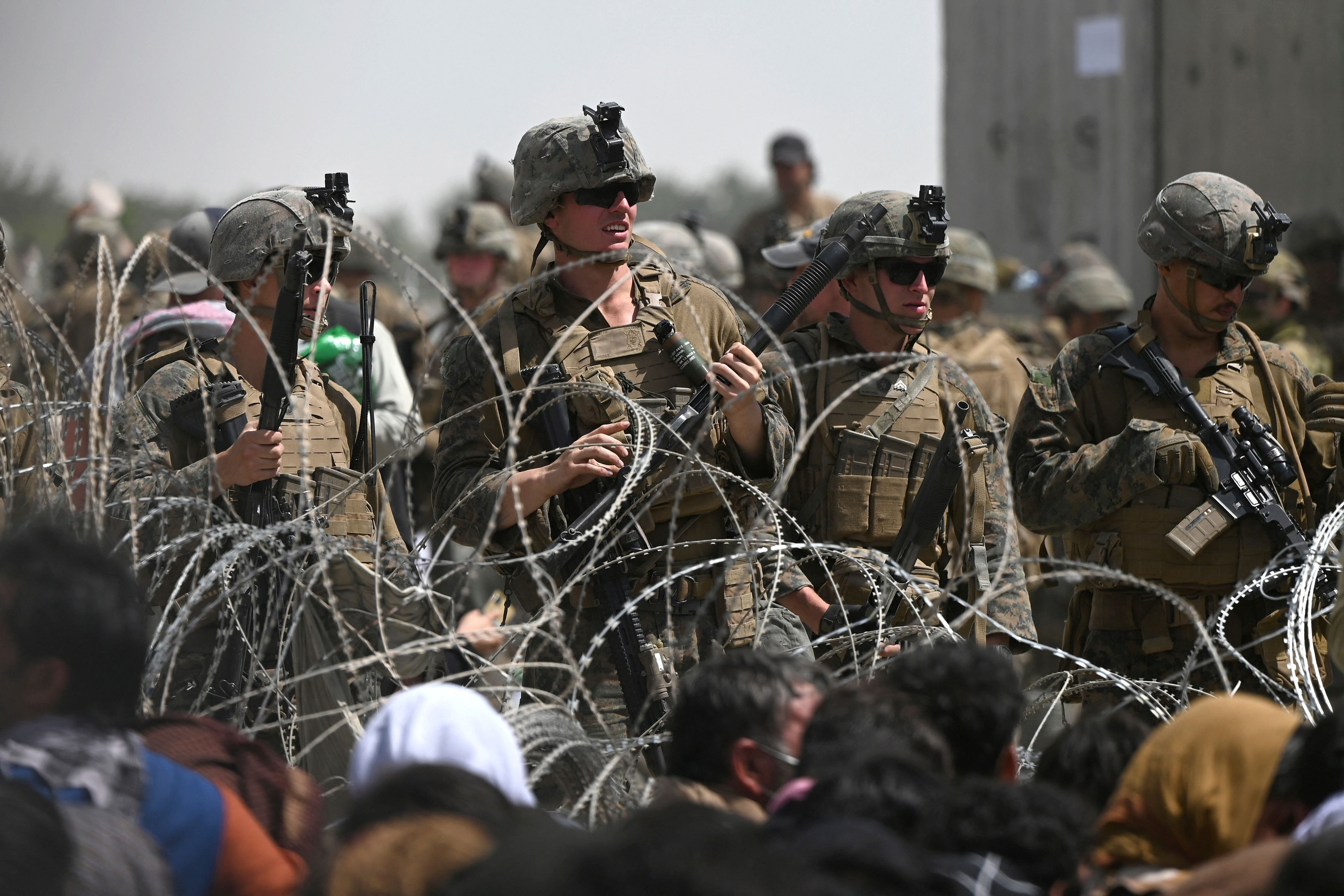 U.S. warns of security threats at Kabul airport as Taliban leaders arrive to form government