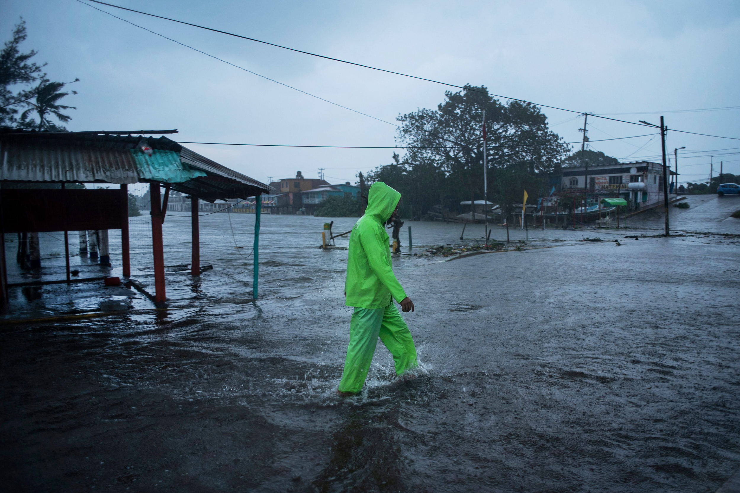 8 killed as storm targets Mexican interior