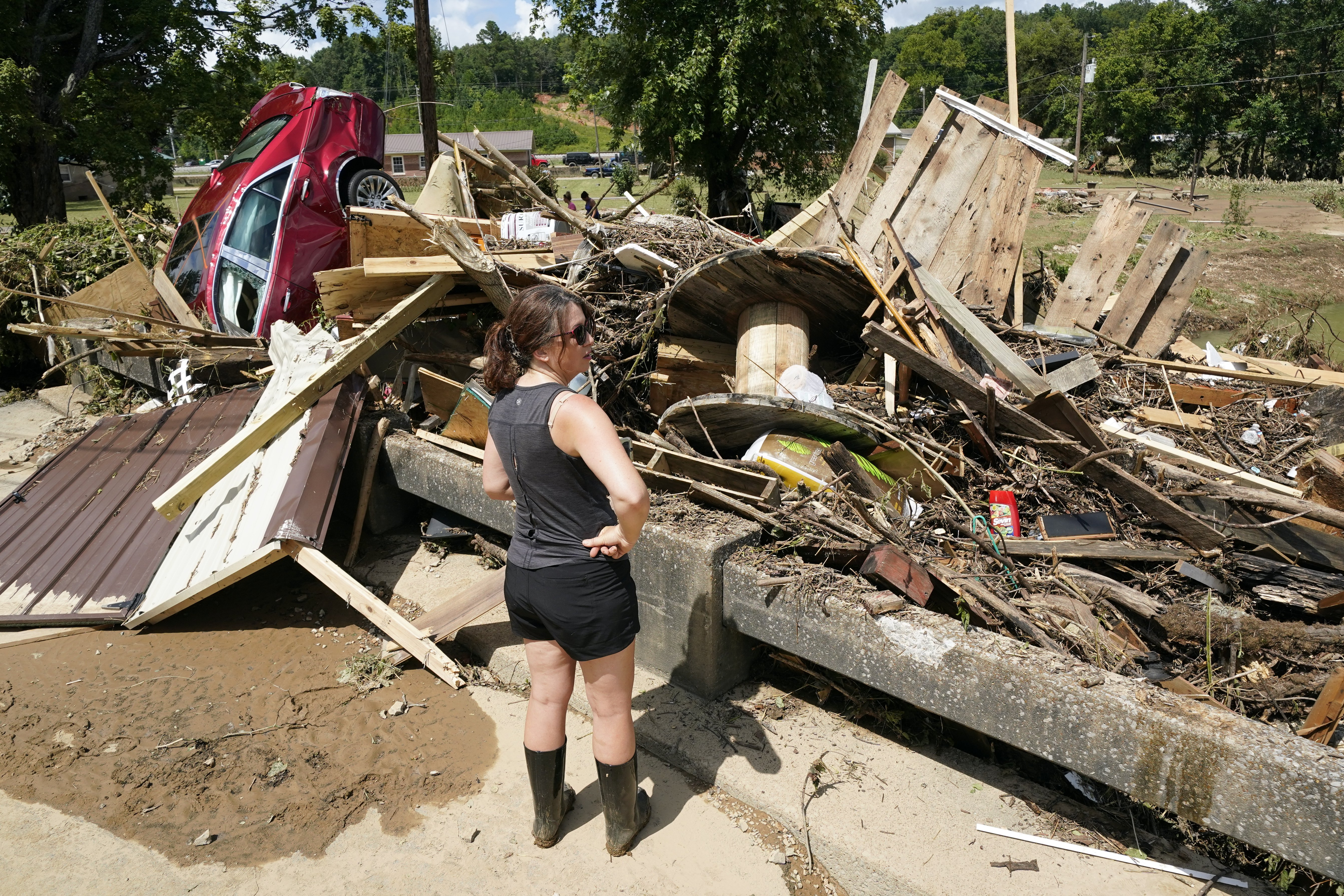 At least 22 dead, several missing after heavy rain pounds Tennessee