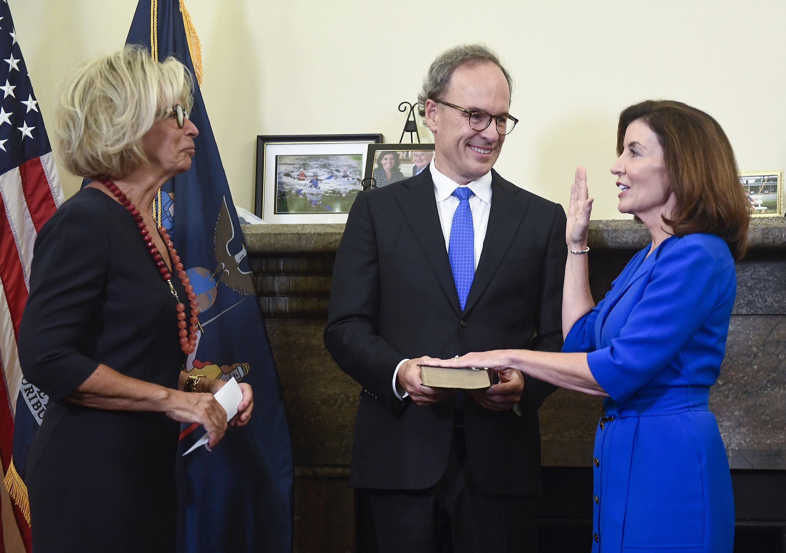 Hochul sworn in as N.Y.'s first female governor after Cuomo exit