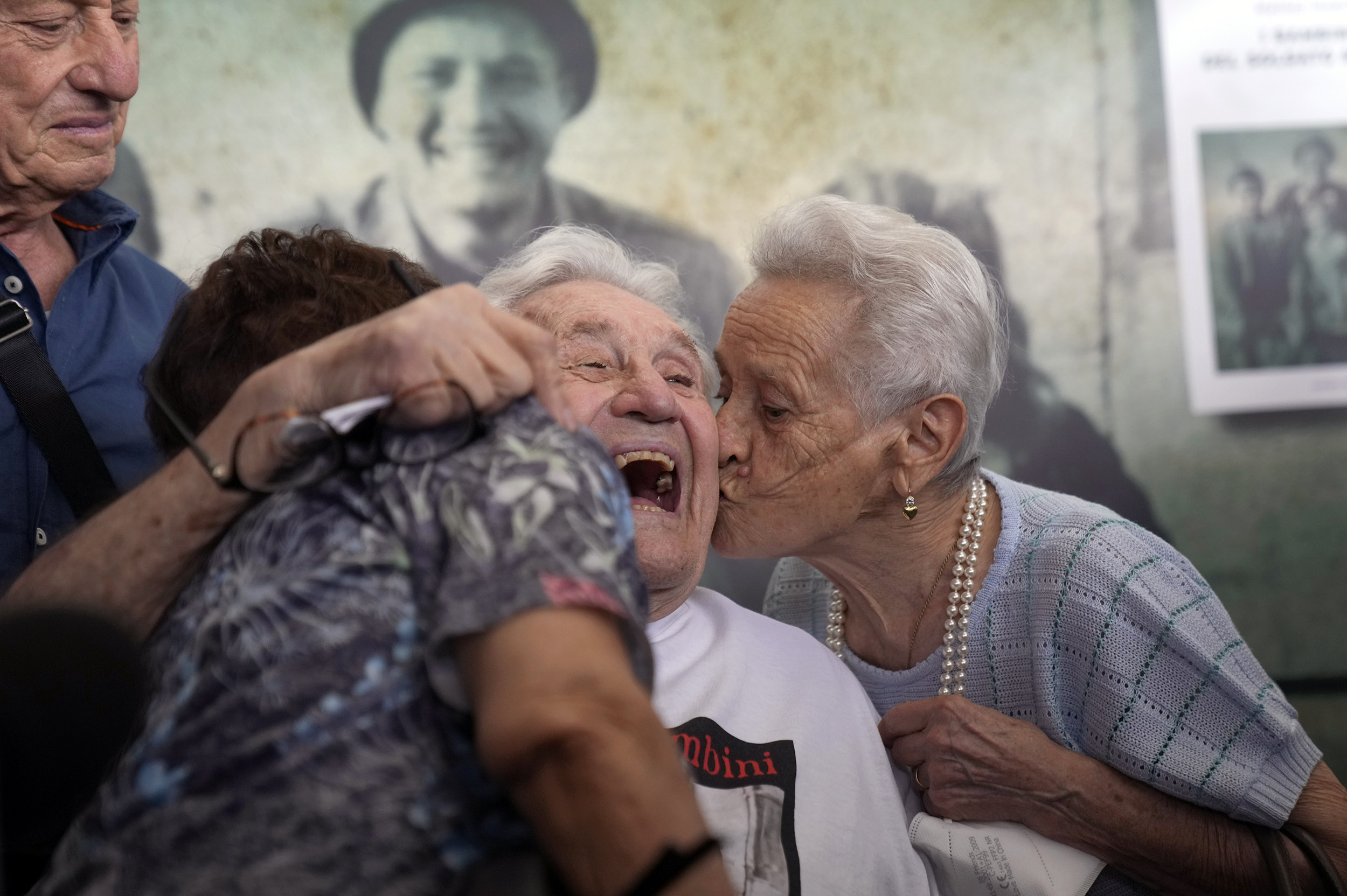 Social media leads WWII veteran to reunite with Italians he saved as children