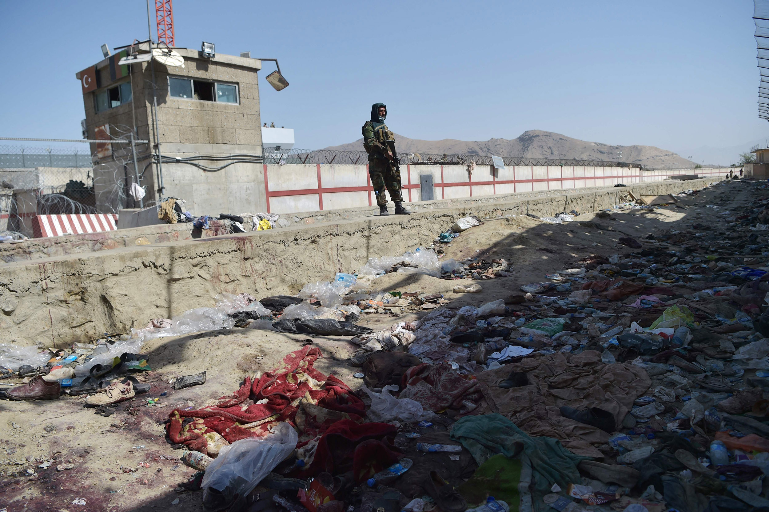 Evacuations resume, Afghans return to Kabul airport despite fears of more ISIS attacks