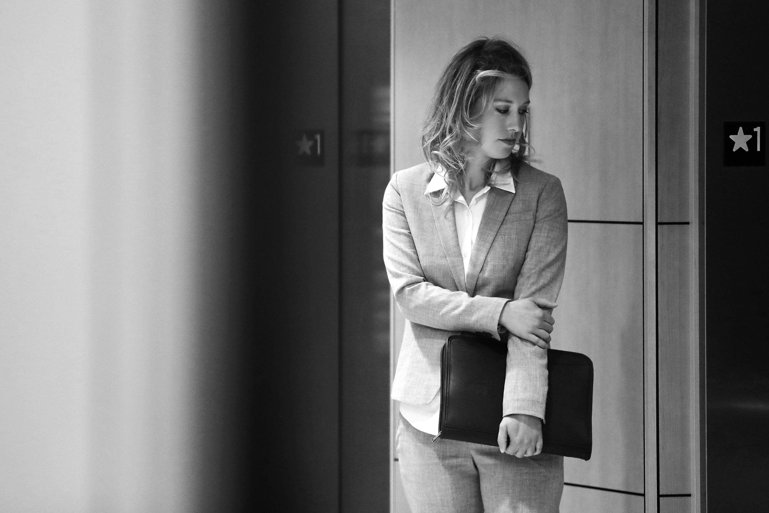 Will Theranos founder Elizabeth Holmes' unusual defense strategy work?