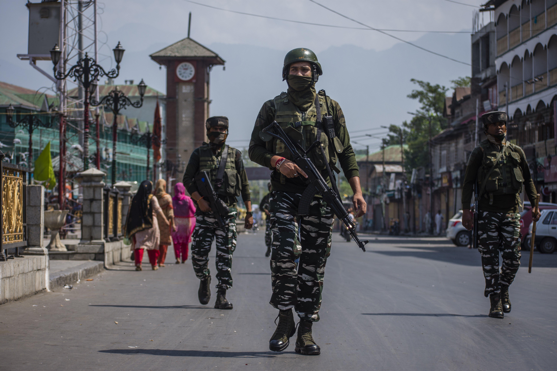 India locks down Kashmir after death of top separatist leader