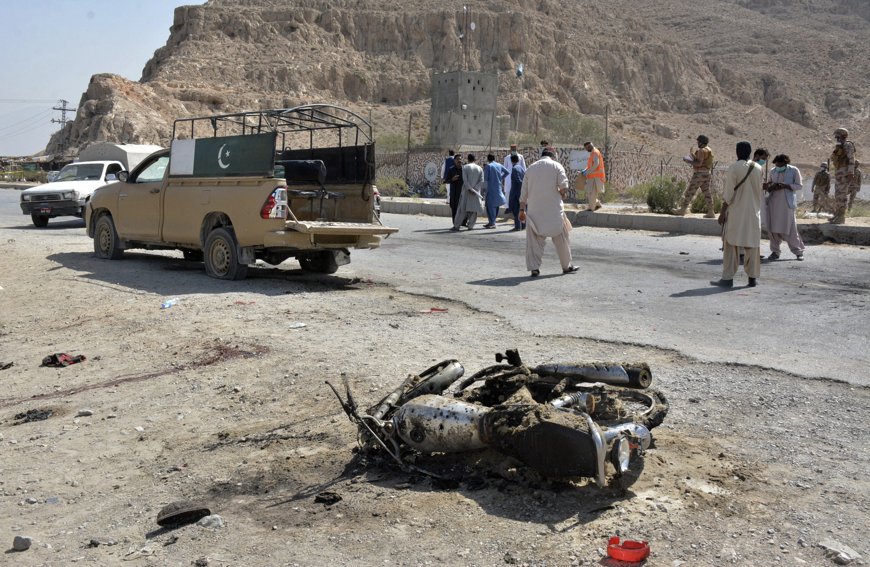 Suicide attack by Pakistan's Taliban kills at least 4, injures 20