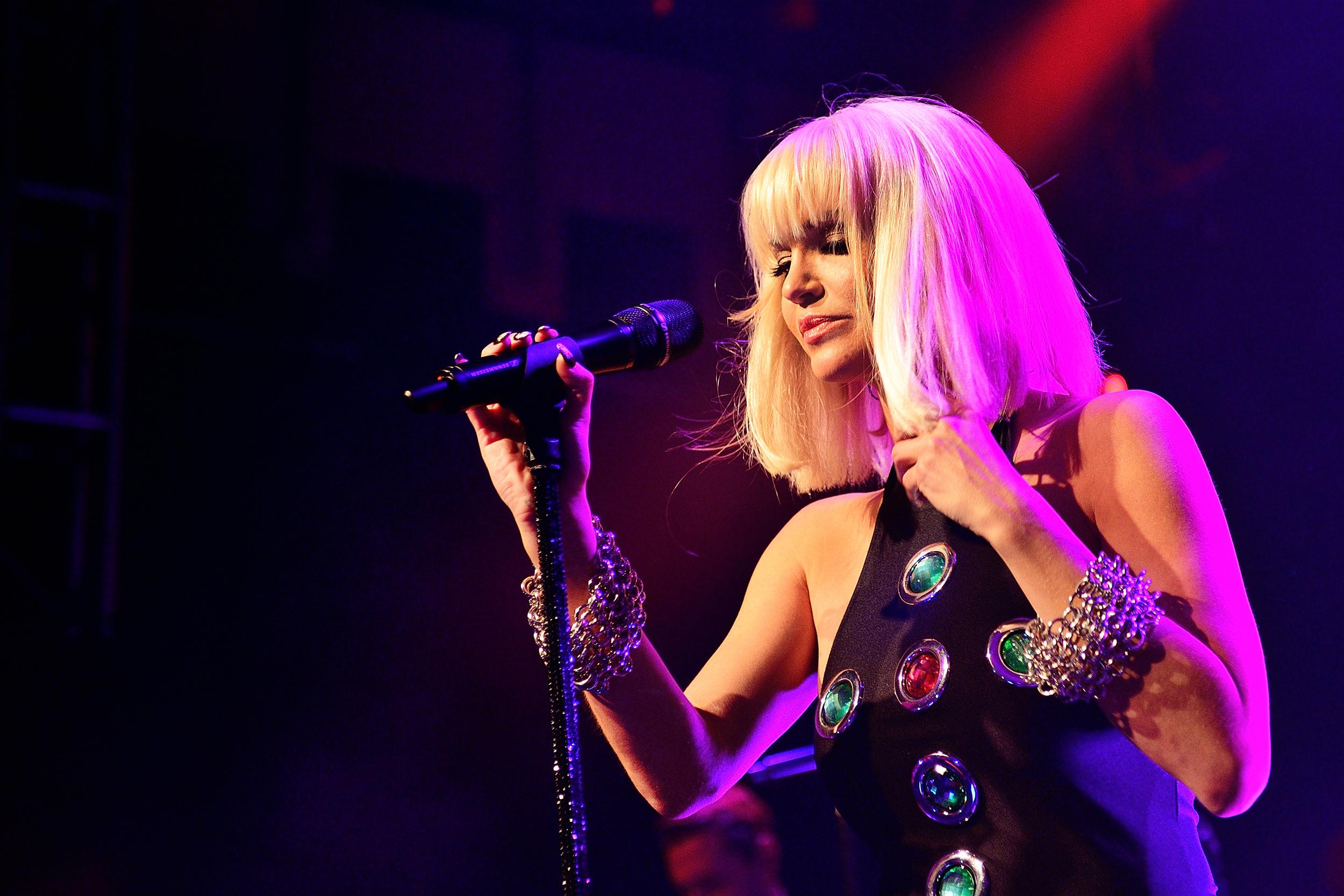 Former 'Girls Aloud' singer Sarah Harding dies at age 39
