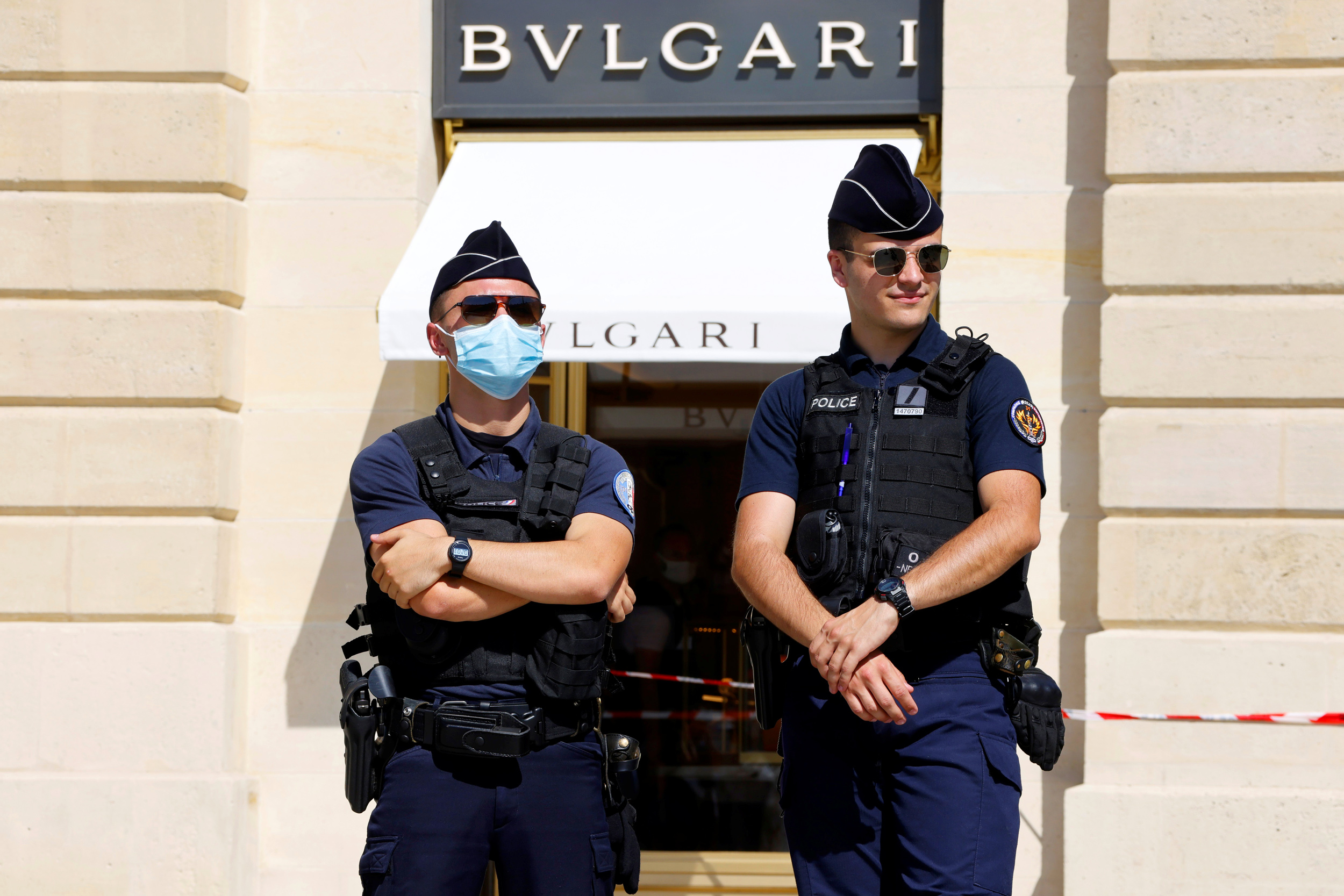 Suspects arrested after heist at luxury Paris jewelry store