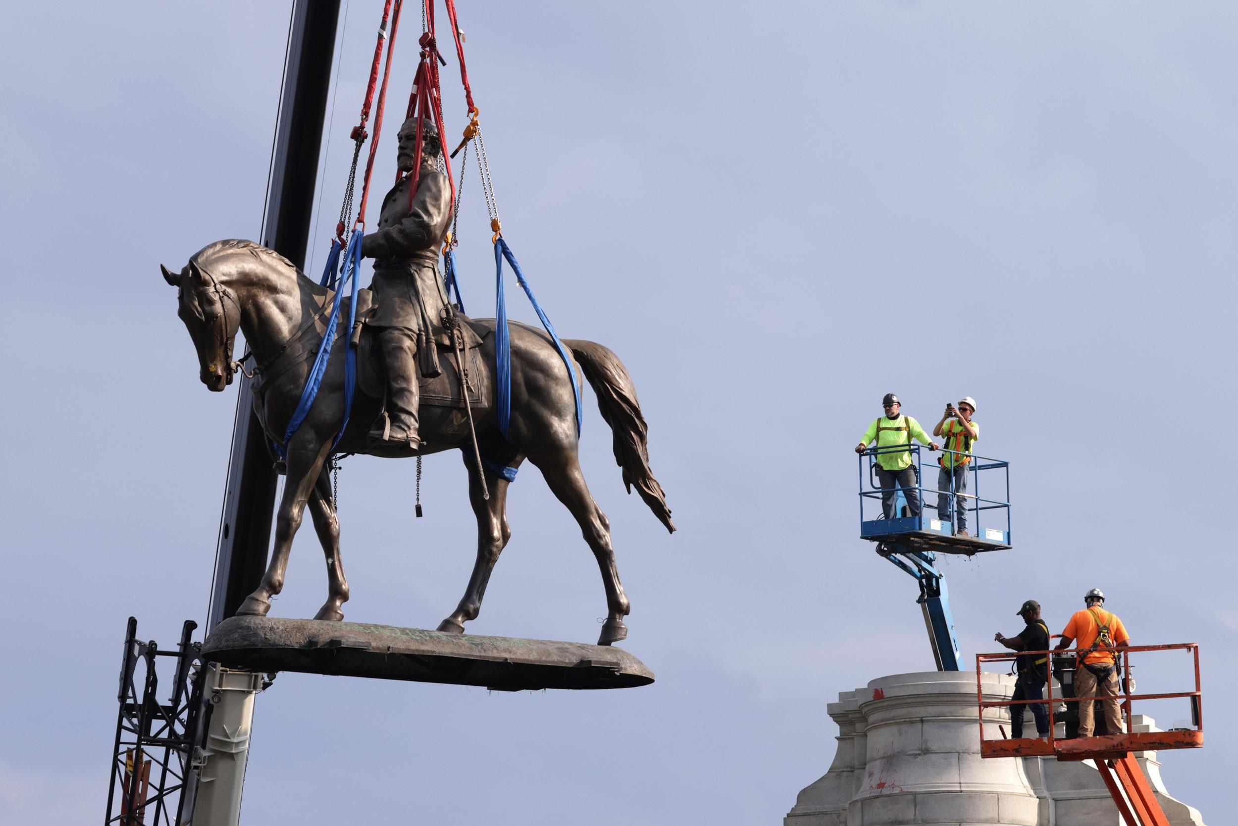 Robert E. Lee statue taken down, cut into pieces