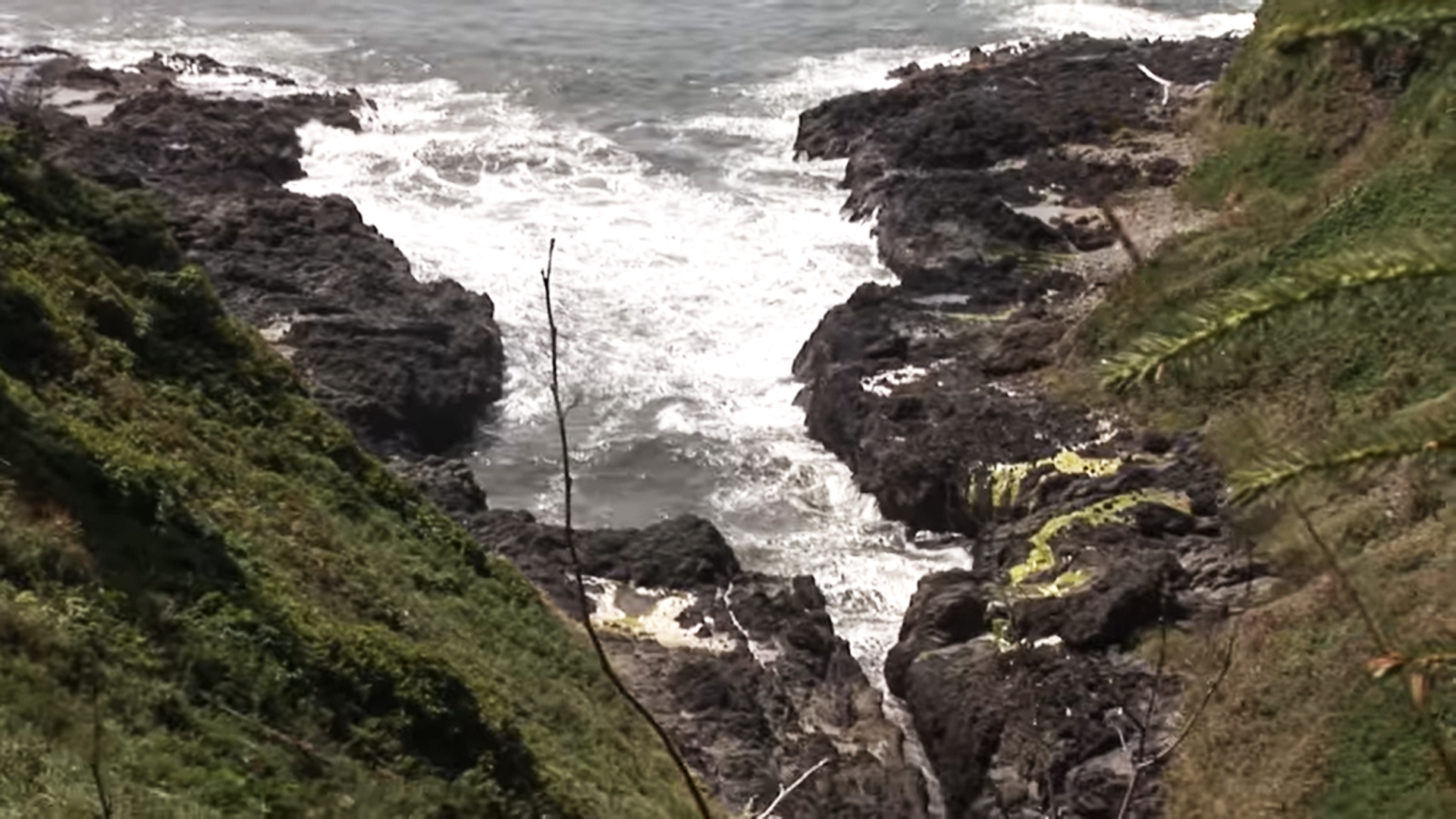 Man presumed dead after trying to jump across Devil's Churn inlet on Oregon coast