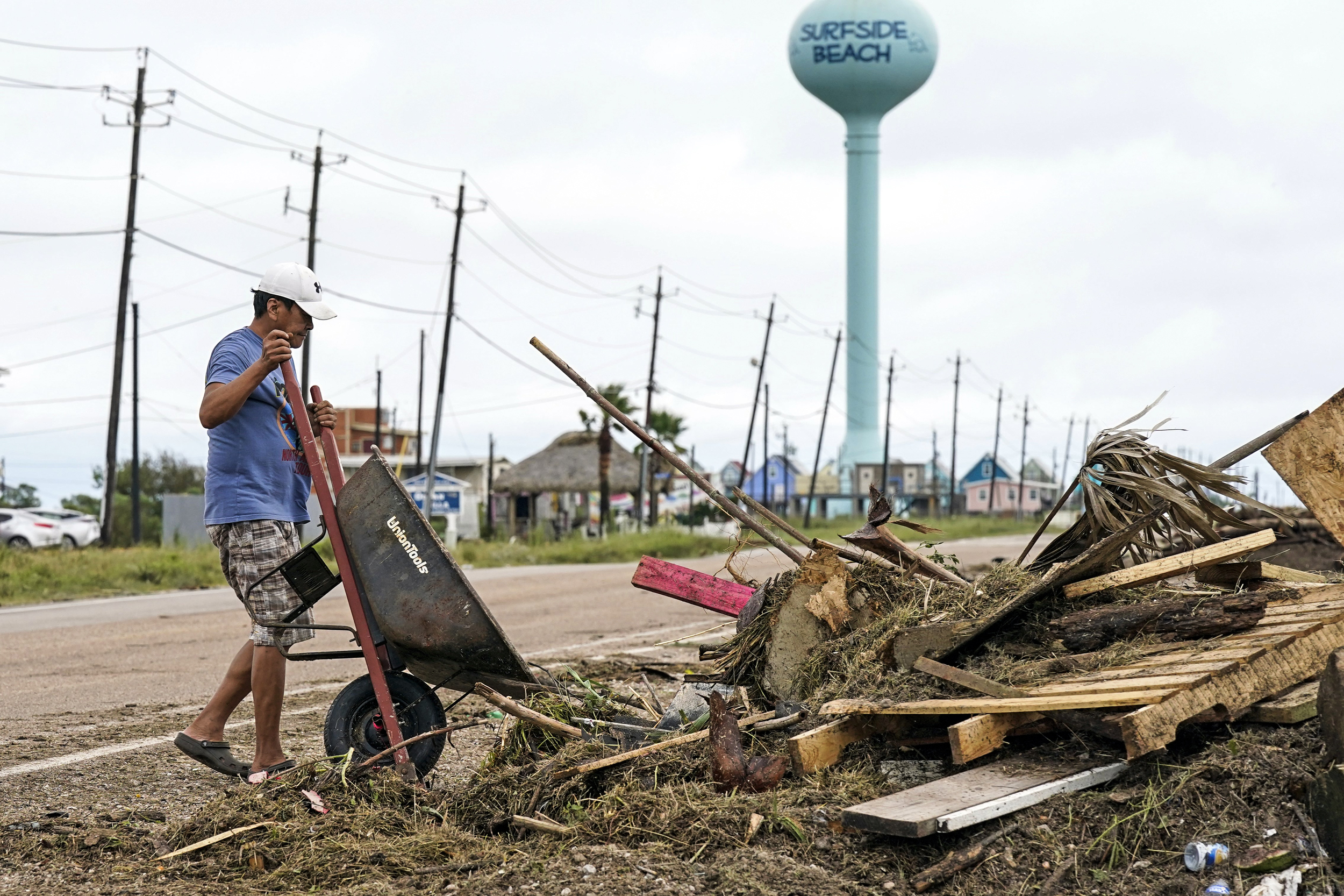 250,000 without power as Nicholas soaks Texas and Louisiana