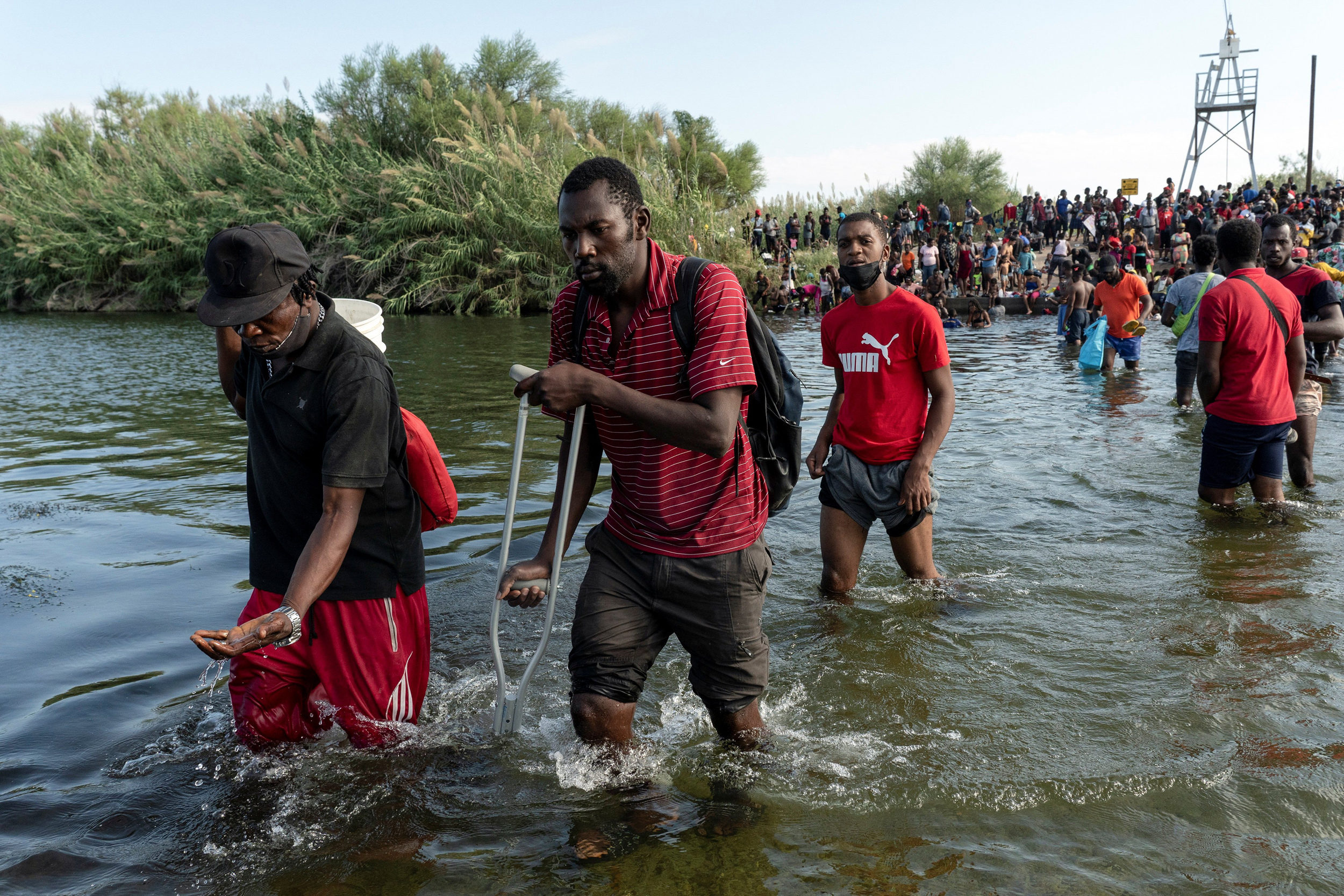 More than 10,000 migrants packed under Texas bridge, number still rising