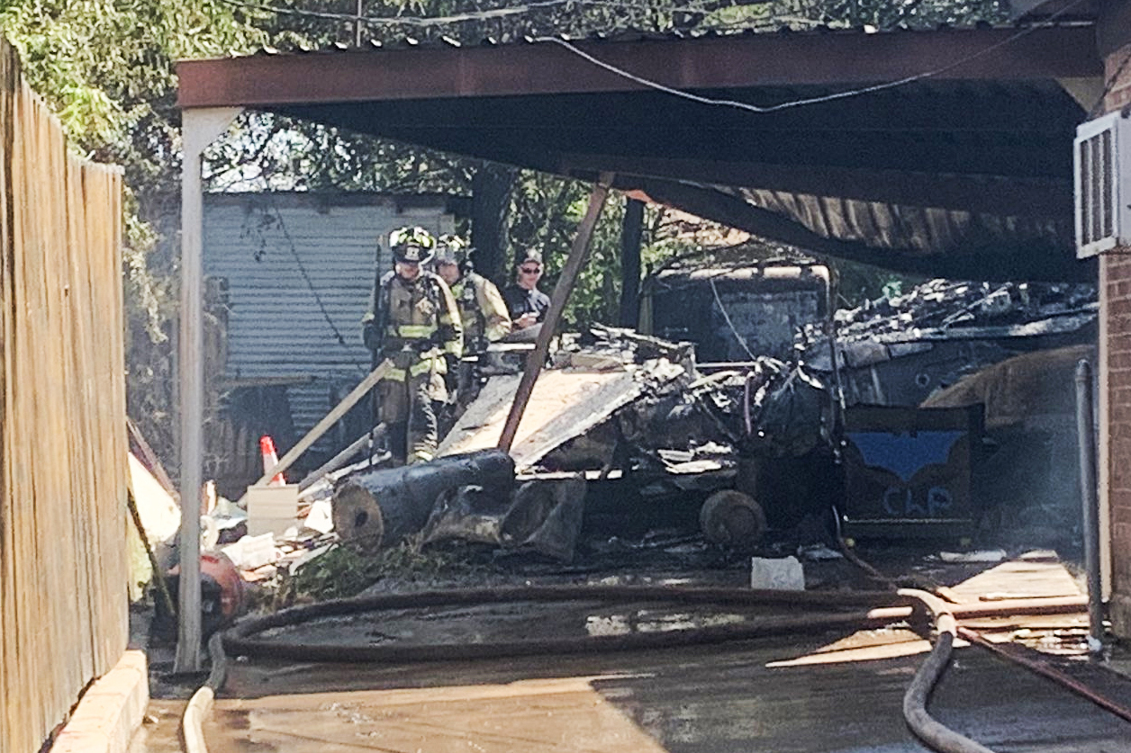 2 injured after military plane crashes in Texas backyard