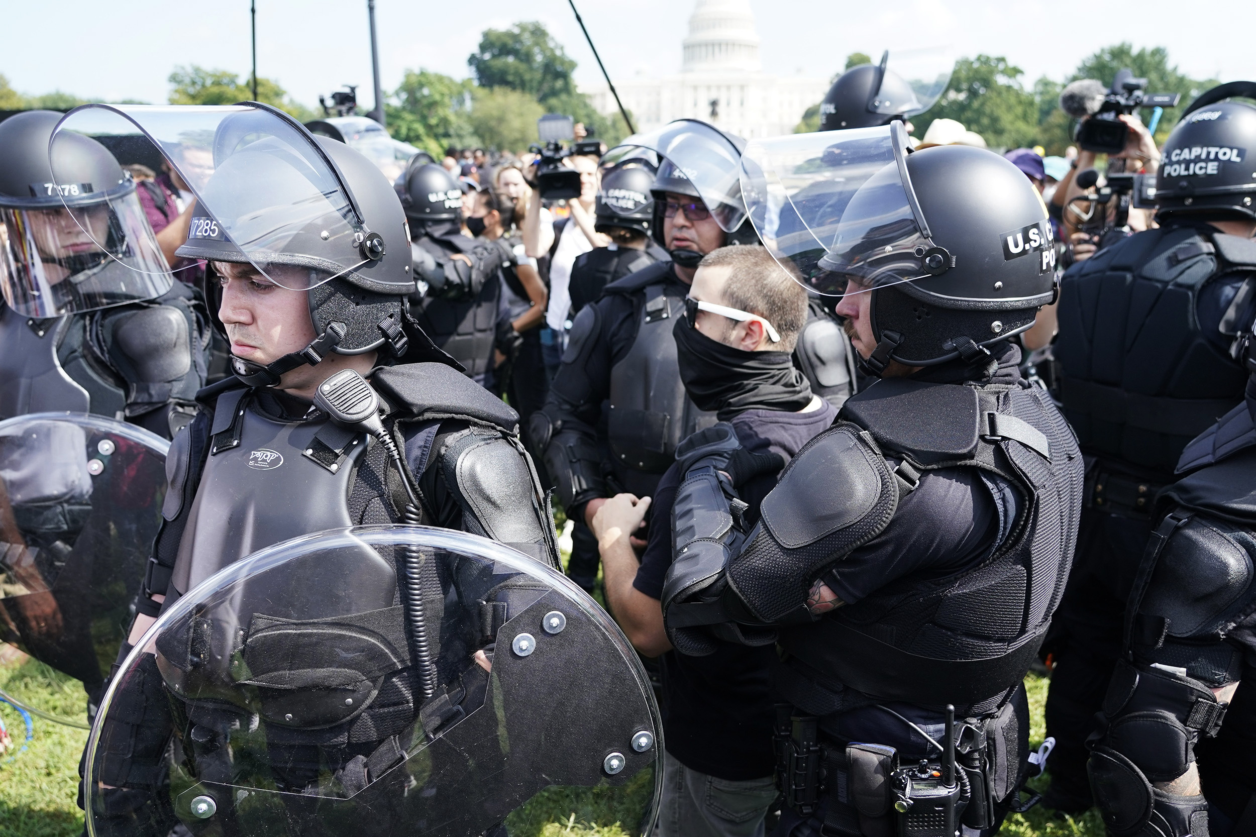 Federal officer arrested at Capitol rally won't be charged