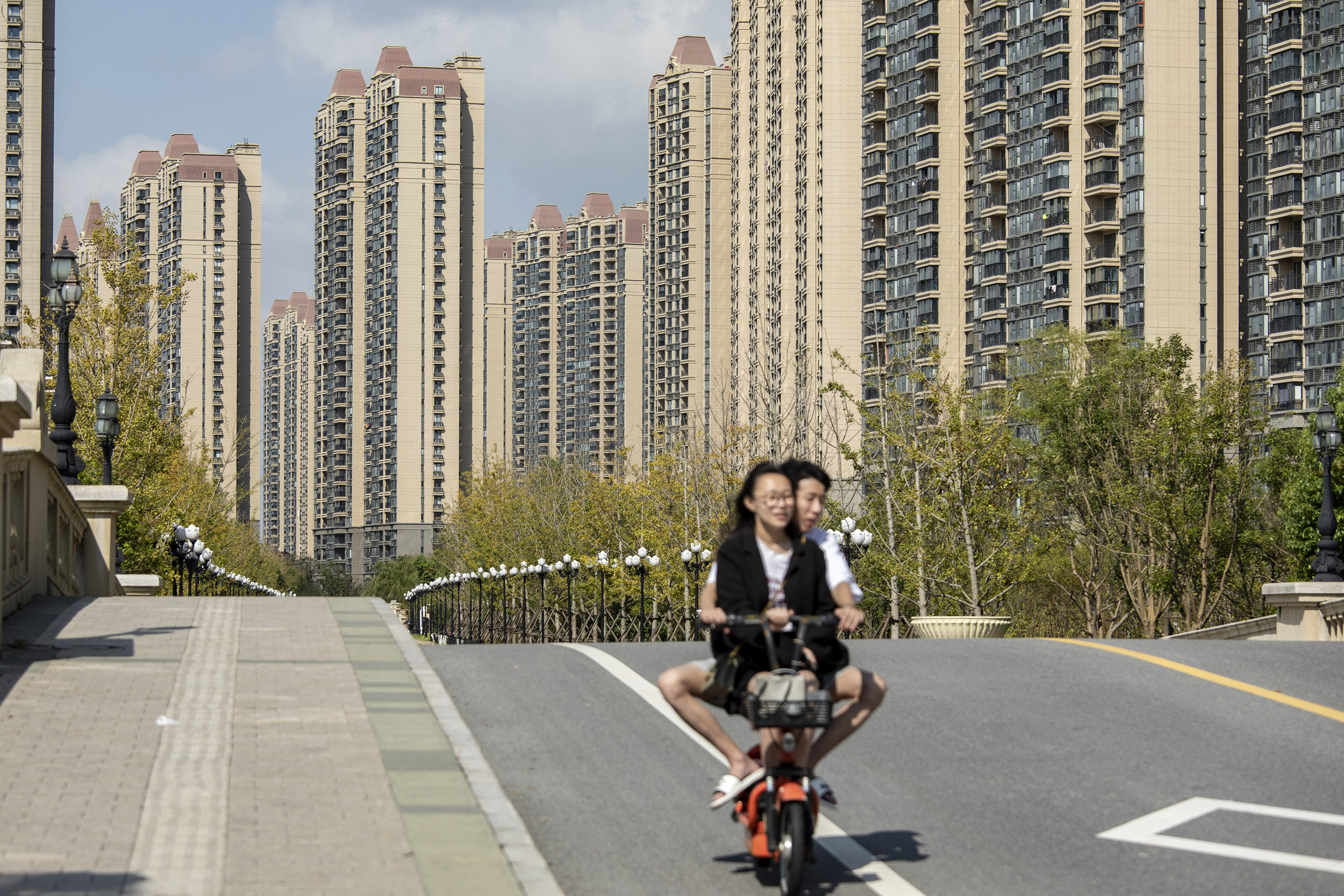 A property giant in China is on the brink of collapse. The government might let it fail.