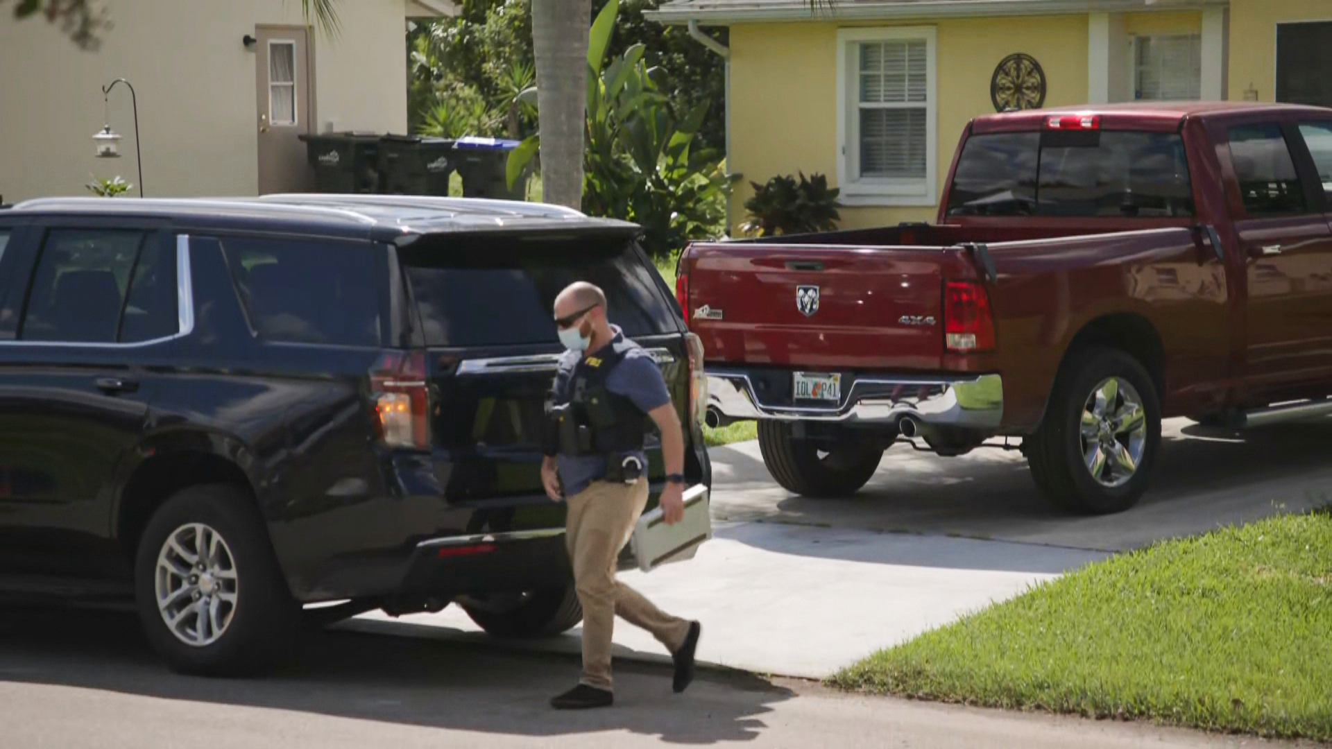 FBI agents take Brian Laundrie's personal items for DNA matching, attorney says