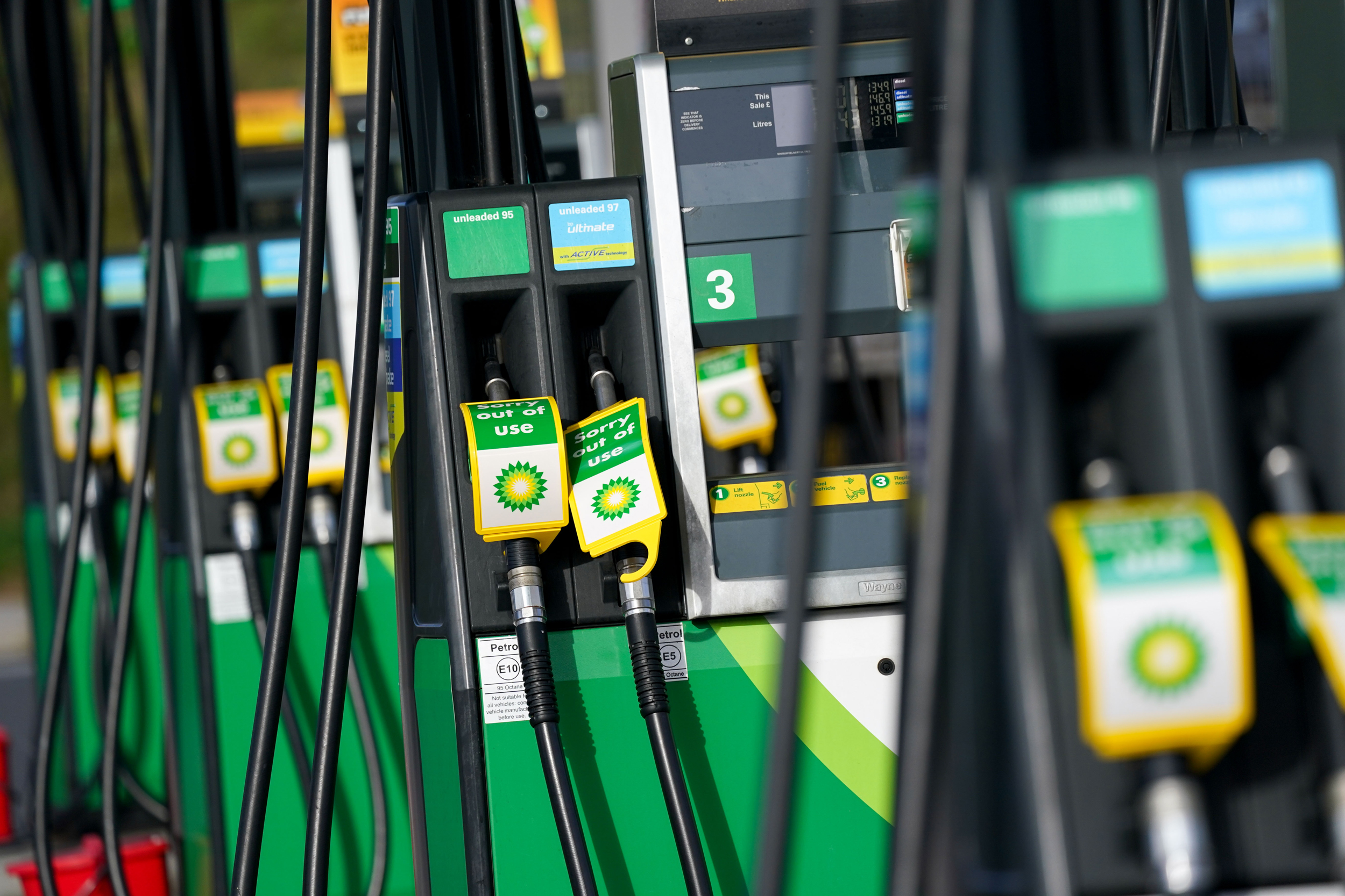Army on standby in U.K. as panic buying leaves gas pumps dry