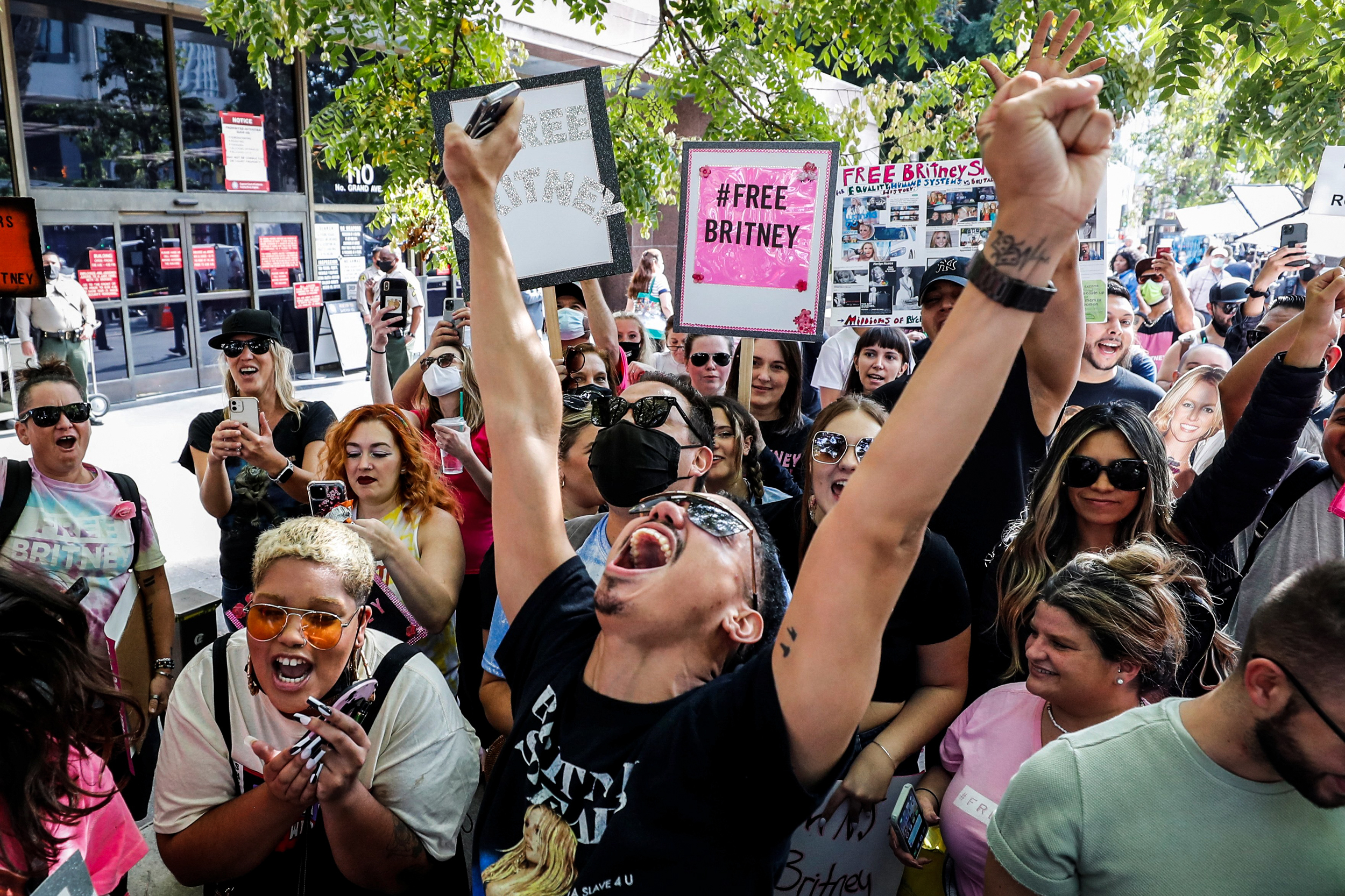 Cheers erupt outside L.A. courthouse after Britney Spears conservatorship verdict